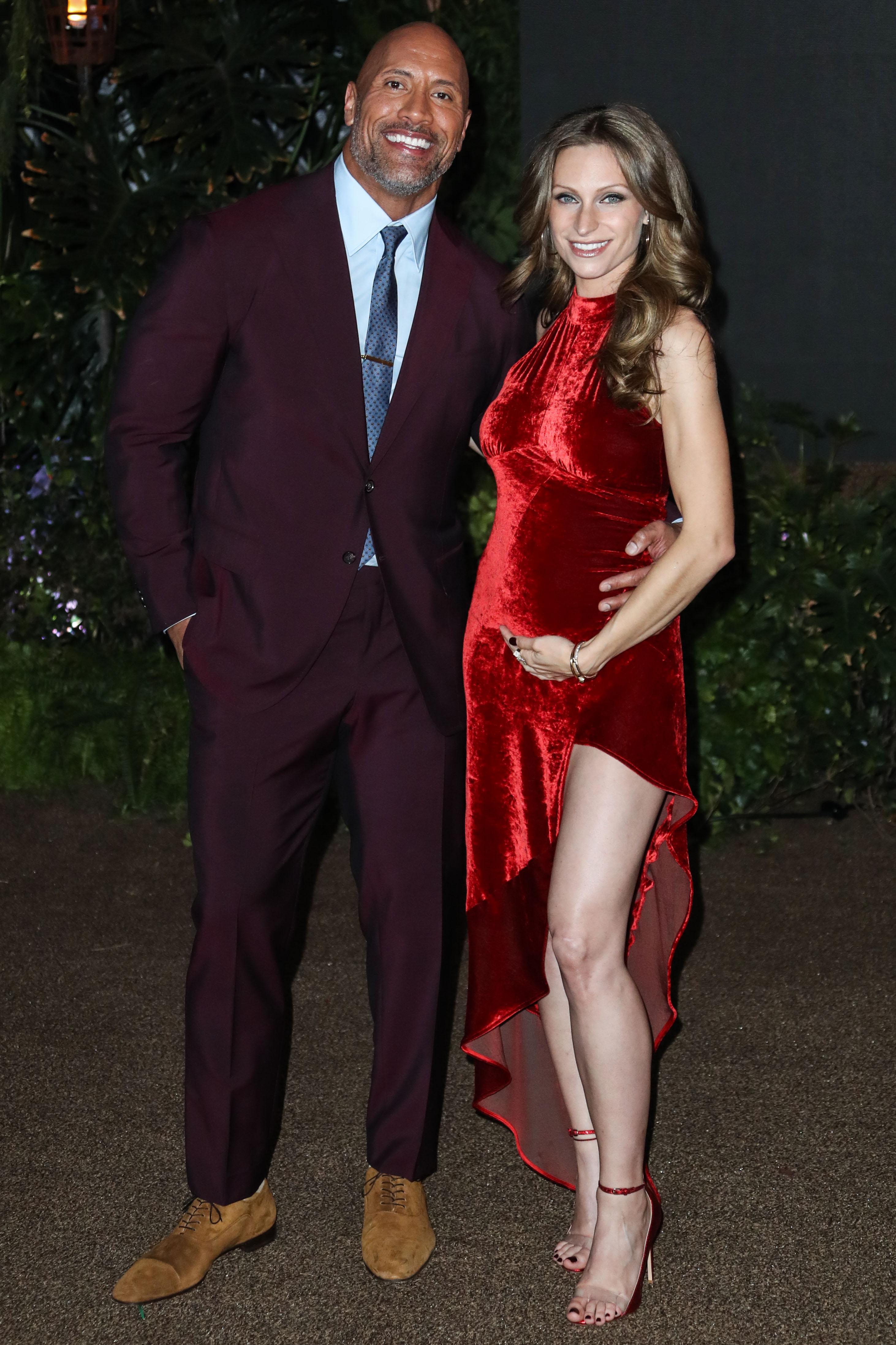 """Dwayne Johnson s djevojkom Lauren Hashian na premijeri filma """"Junamnji"""" u prosincu prošle godine"""
