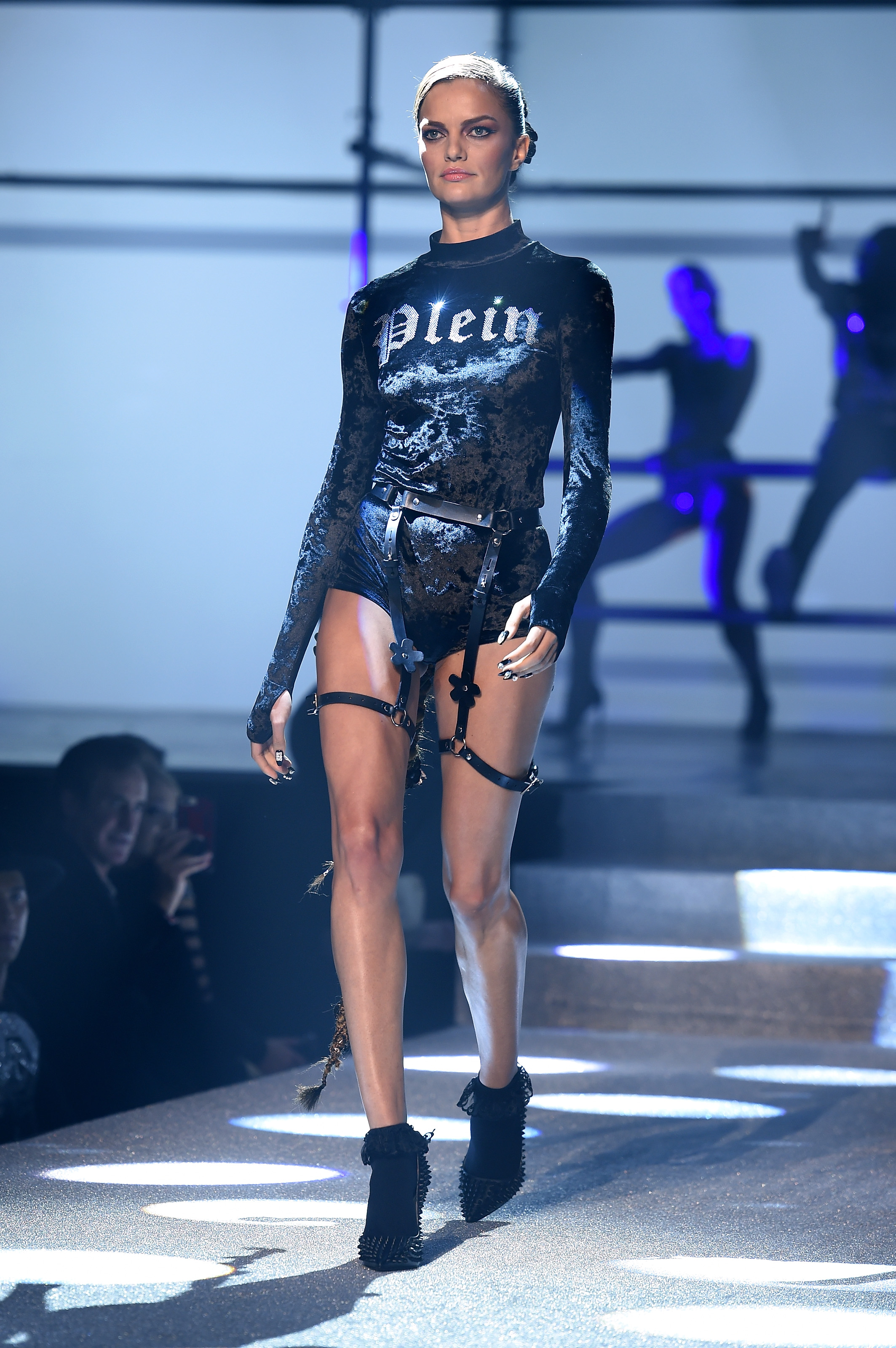 Revija Philipp Plein poput onog kojeg u spotu za pjesmu Look What You Made Me Do nosi pjevačica Taylor Swift