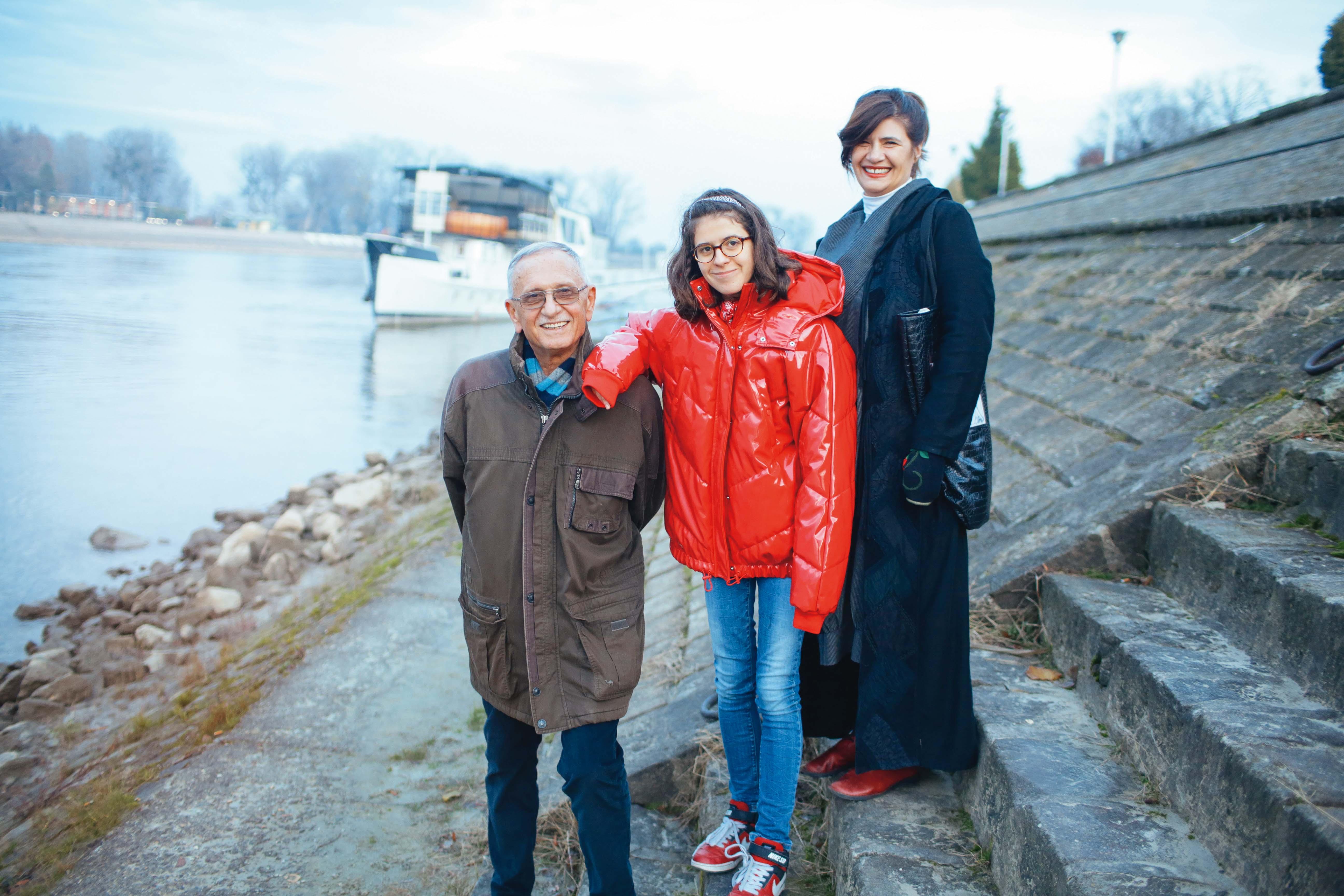 pavao Pavličić, magdalena Živković i Julijana Matanović u šetnji uz Dravu