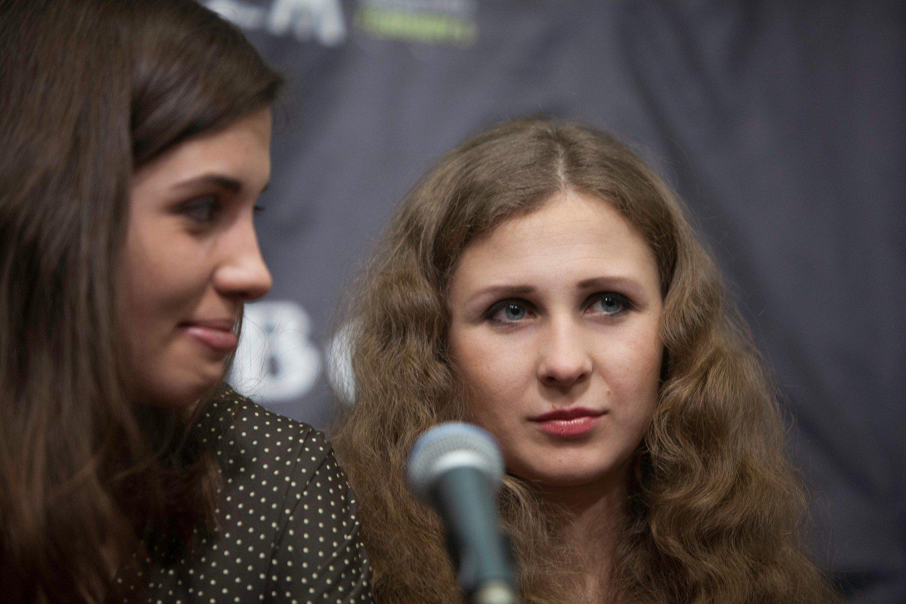 Nadezhda Tolokonnikova (lijevo) i Maria Alekhina (desno)