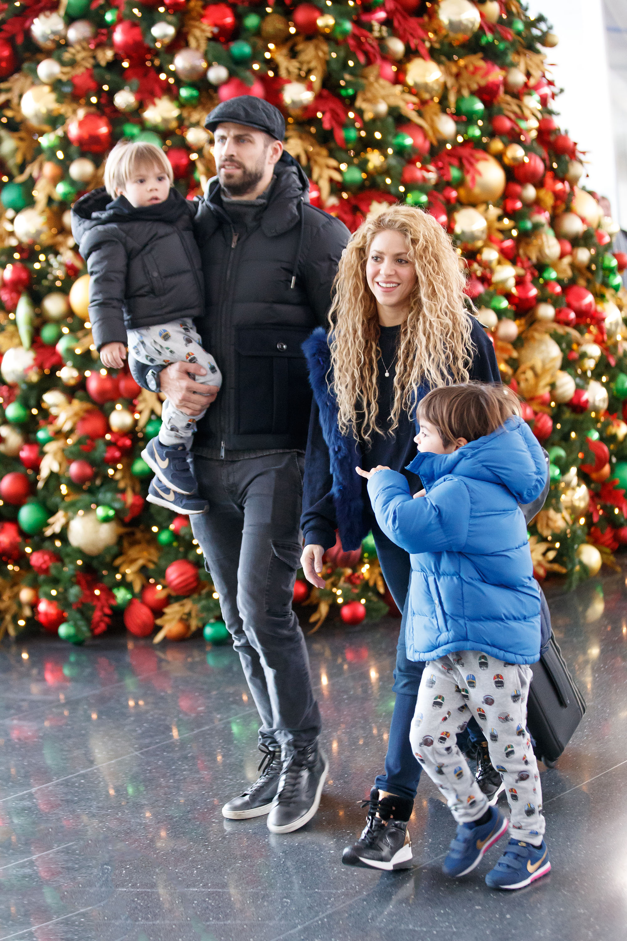 Shakira and Gerard Pique and their kids Milan Pique Mebarak and Sasha Pique Mebarak walk past a pretty Christmas tree at the airport in New York <P> Pictured: Shakira and Gerard Pique, Milan Pique Mebarak and Sasha Pique Mebarak <B>Ref: SPL1640267  241217  </B><BR/> Picture by: JAckson Lee/Splash<BR/> </P><P> <B>Splash News and Pictures</B><BR/> Los Angeles:310-821-2666<BR/> New York:212-619-2666<BR/> London:870-934-2666<BR/> <span id=