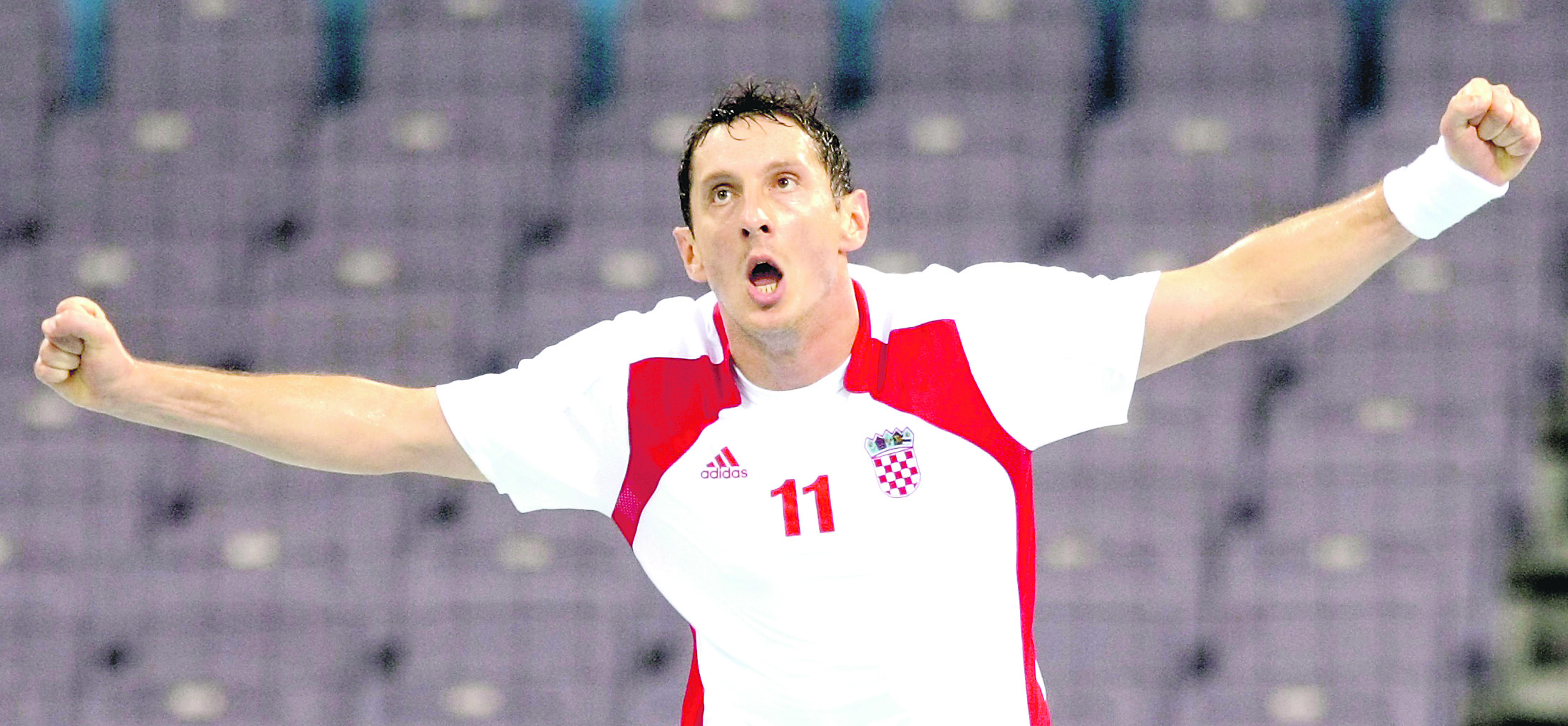 Mirza Dzomba of Croatia celebrates after scoring during their Group A men's handball game against Brazil at the Beijing 2008 Olympic Games August 12, 2008.     REUTERS/Sergio Moraes (CHINA)