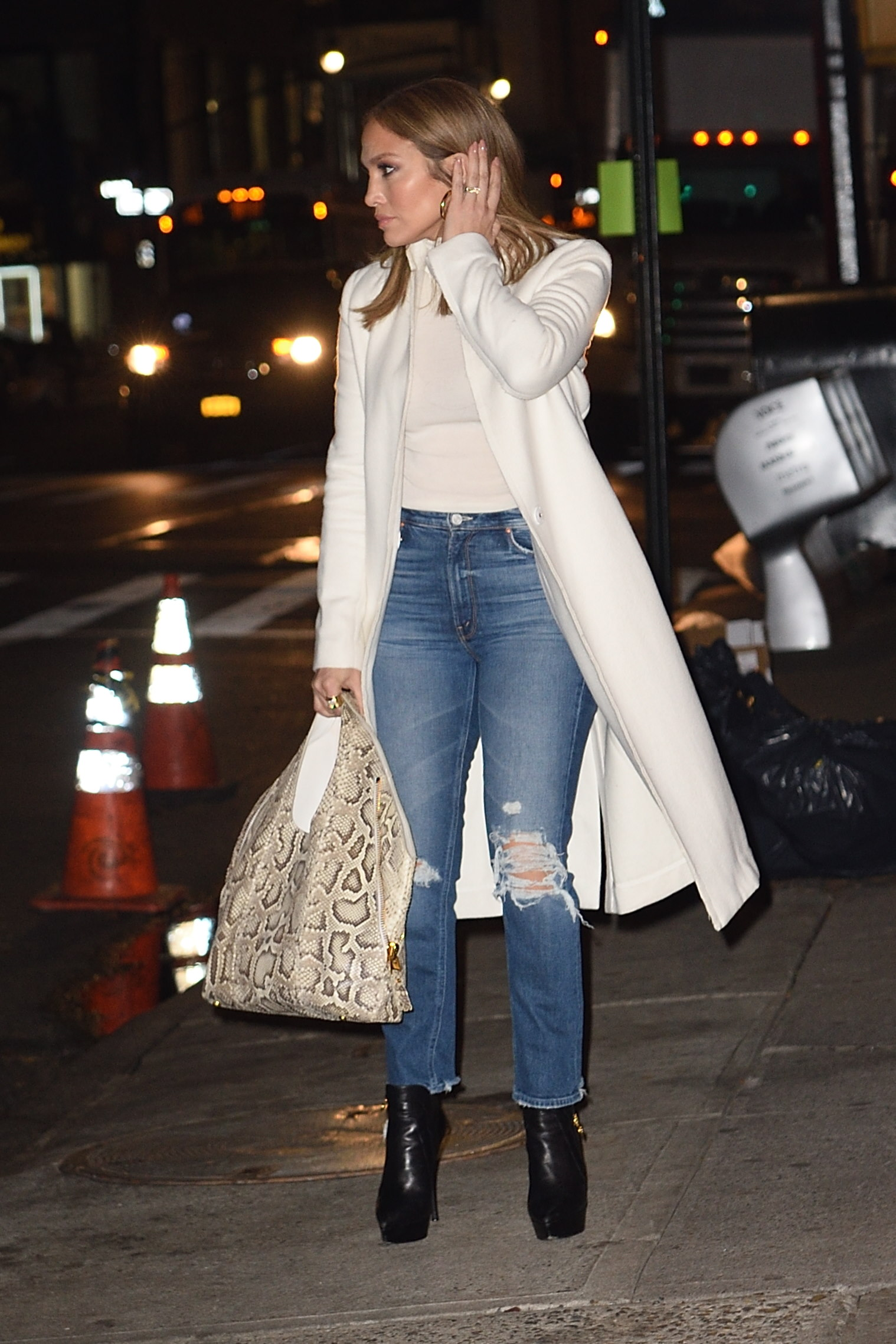 Alex Rodriguez and Jennifer Lopez out for dinner at NELLO Restaurant in NYC. <P>  <B>Ref: SPL1630924  301117  </B><BR/> Picture by: Ron Asadorian / Splash News<BR/> </P><P> <B>Splash News and Pictures</B><BR/> Los Angeles:310-821-2666<BR/> New York:212-619-2666<BR/> London:870-934-2666<BR/> <span id=
