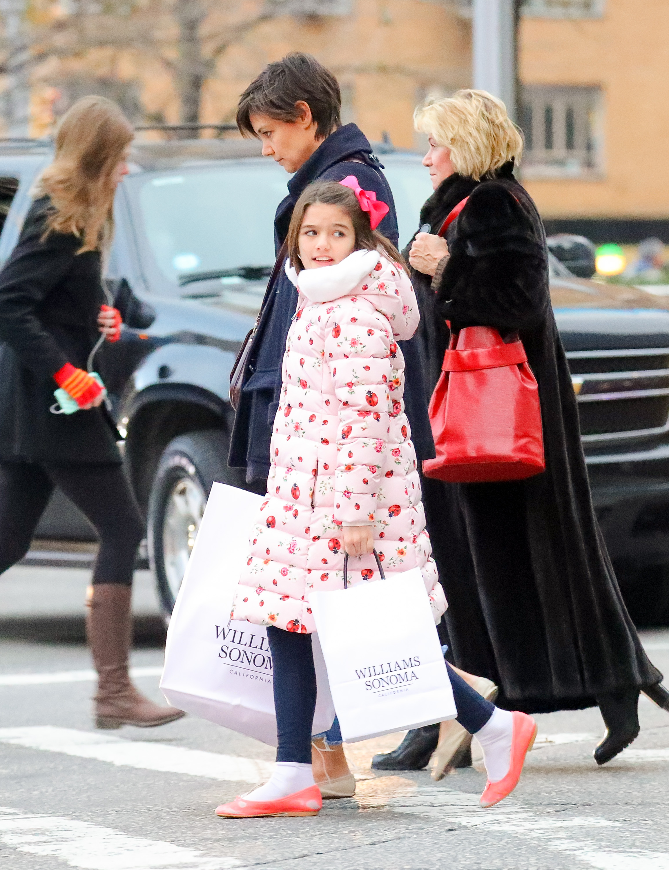 EXCLUSIVE: Katie Holmes and Suri Cruise visit Williams-Sonoma to get some to make cookies, as later Katie posted on her Instagram <P> Pictured: Katie Holmes and Suri Cruise <B>Ref: SPL1632695  041217   EXCLUSIVE</B><BR/> Picture by: Felipe Ramales / Splash News<BR/> </P><P> <B>Splash News and Pictures</B><BR/> Los Angeles:310-821-2666<BR/> New York:212-619-2666<BR/> London:870-934-2666<BR/> <span id=