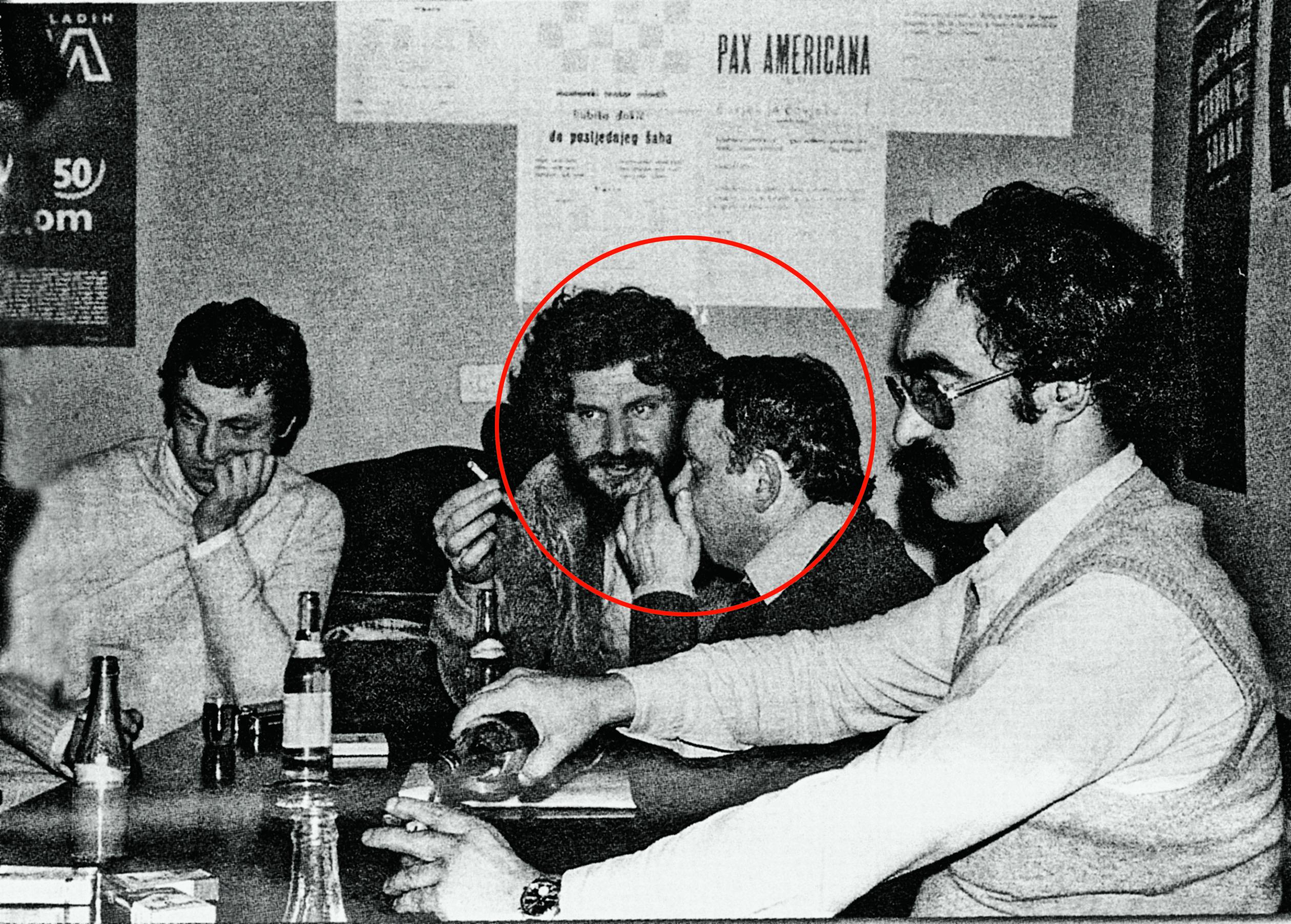 U krugu: Slobodan Praljak i Abdulah Sidran, desno pokraj njih Goran Babić, snimljeni 70-ih godina prošlog stoljeća