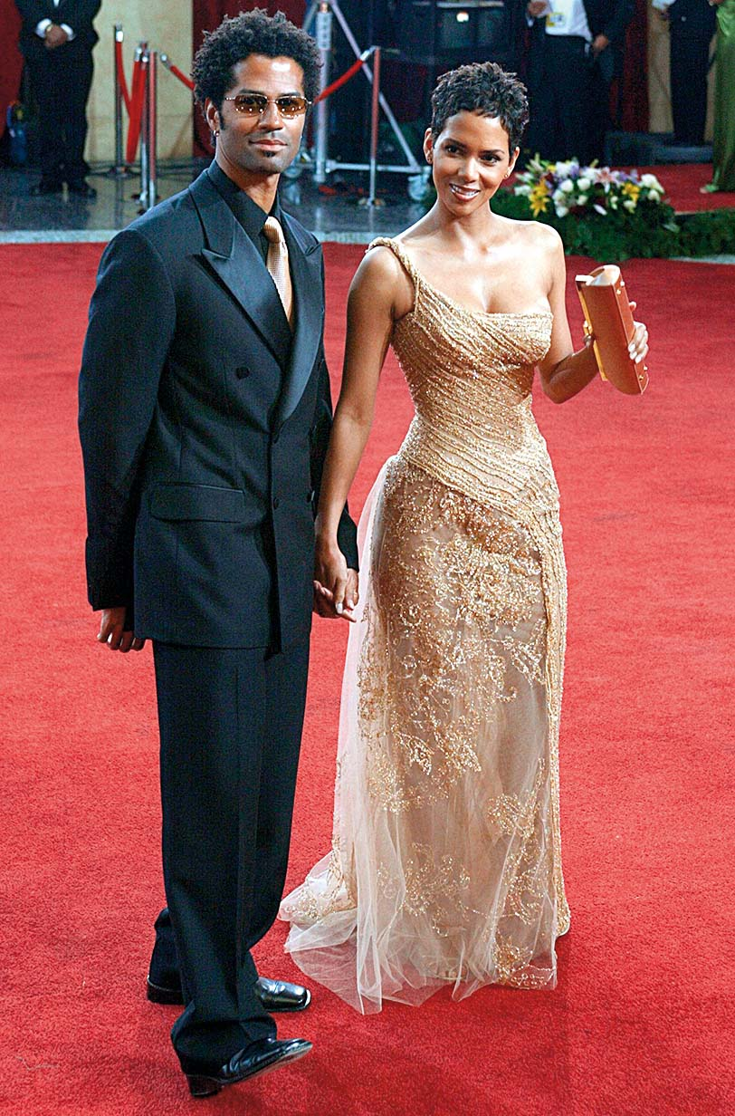 March 23, 2003 - U.S. - NO MAGS, NO SALES -- KRT ENTERTAINMENT STORY SLUGGED: OSCARS KRT PHOTO BY KEVIN SULLIVAN/ORANGE COUNTY REGISTER (March 23) LOS ANGELES, CA -- Halle Berry and her husband, Eric Benet, arrive at the 75th Annual Academy Awards on Sunday, March 23, 2003. (gsb) 2003, Image: 193894630, License: Rights-managed, Restrictions: , Model Release: no, Credit line: Profimedia, Zuma Press - News