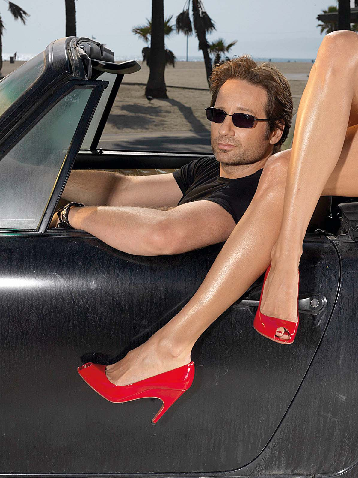David Duchovny is Hank Moody in TV serie Californication : created by Tom Kapinos (2007) starring David Duchovny, Natascha McElhone, Evan Handler; Comédie; Comedy; Drame; drama; Crime; Policier; television; serie internationnal; american; saison 1; Showtime Networks; 2007 NOTE: this is a PR photo. Sunsetbox does not claim any Copyright or License in the attached material. Fees charged by Sunsetbox are for Sunsetbox's services only, and do not, nor are they intended to, convey to the user any ownership of Copyright or License in the material. By publishing this material, the user expressly agrees to indemnify and to hold Sunsetbox harmless from any claims, demands, or causes of action arising out of or connected in any way with user's publication of the material, Image: 271916479, License: Rights-managed, Restrictions: , Model Release: no, Credit line: Profimedia, Allpix Press