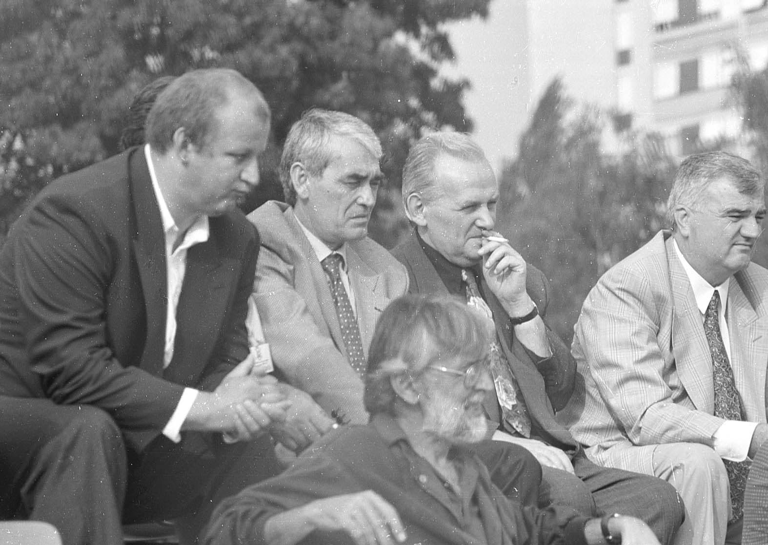 Važni ljudi Hrvata u BiH iz tog vremena: Iznad Mladena Naletilića Tute sjede Ljubo Ćesić Rojs, Gojko Šušak, Mate Boban...