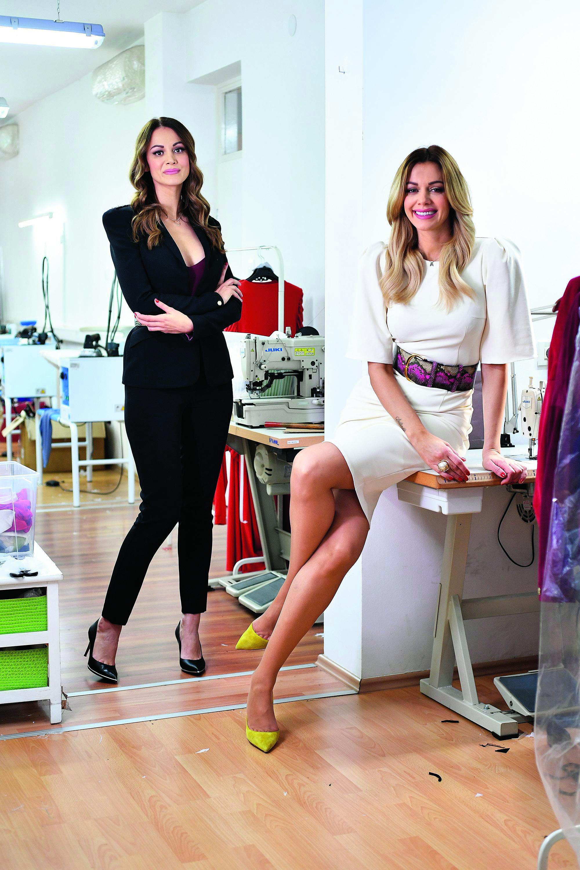 Aleksandra Dojčinović (desno), fotografirana u prostorima svojeg modnog brenda LeiLou u društvu svoje sestre Snježane koja je direktorica u firmi.
