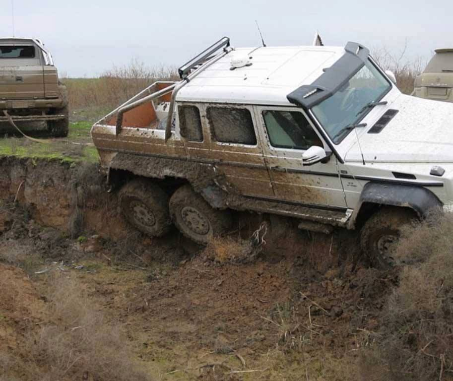 mercedes-amg-g63-6x6-gets-stuck-in-mud-in-azerbaijan-second-g63-6x6-rescues-it-115466_1