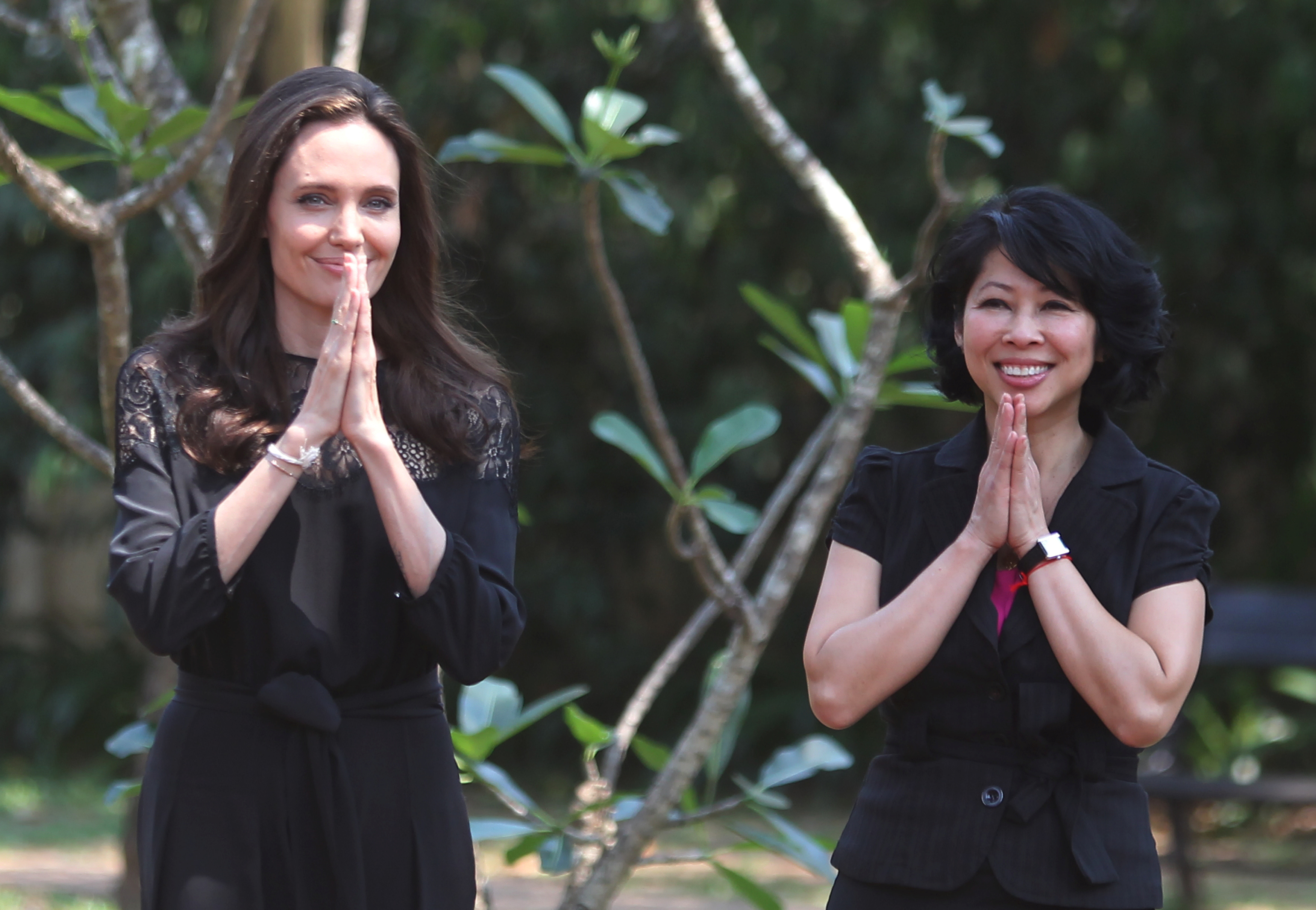 Actress Angelina Jolie (L) and Cambodian-born American human-rights activist and lecturer Loung Ung greet as they arrive for a news conference at hotel in Siem Reap province, Cambodia, February 18, 2017. REUTERS/Samrang Pring - RTSZ8IC