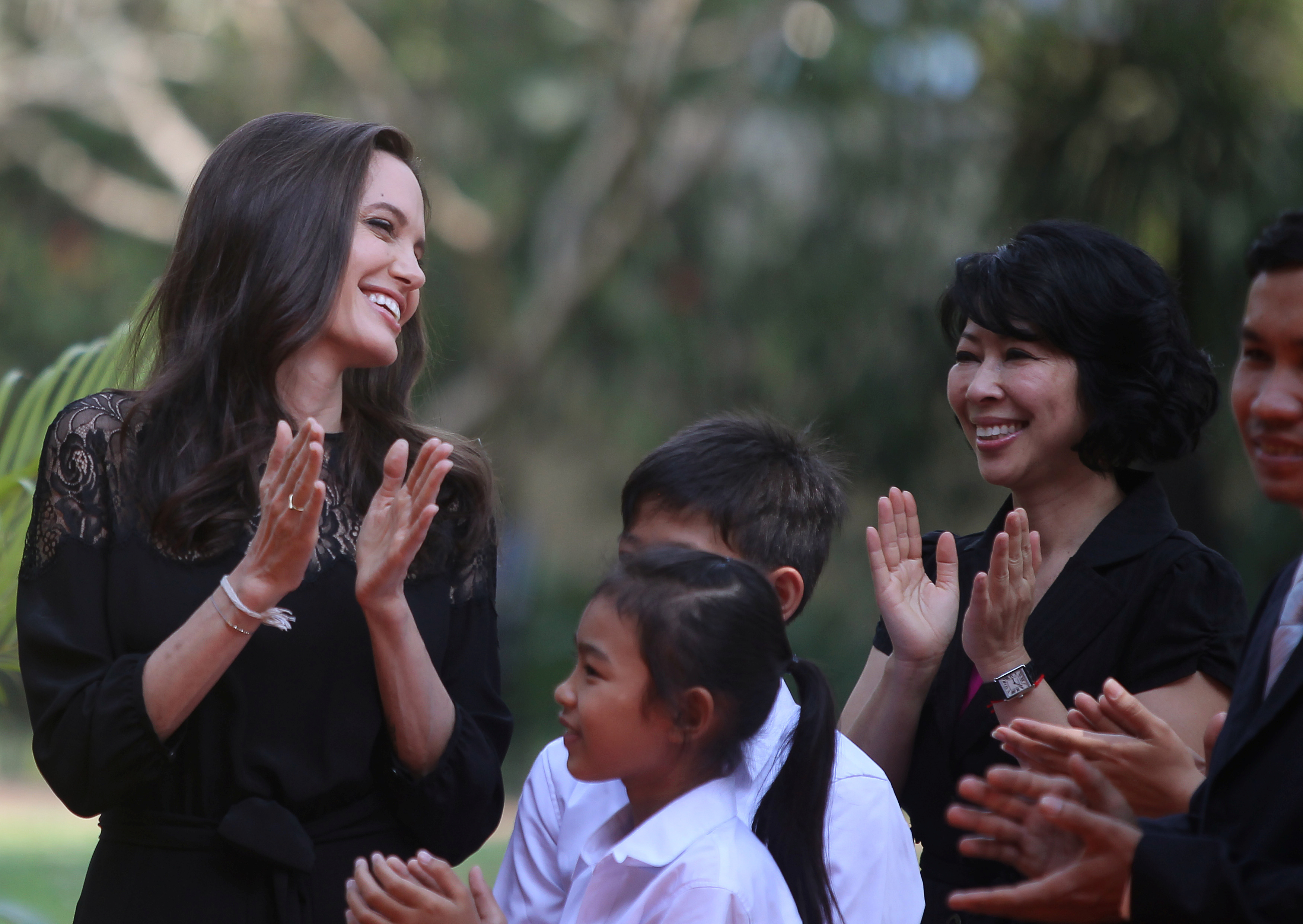 Actress Angelina Jolie (L) and Cambodian-born American human rights activist and lecturer Loung Ung laugh as they arrive for a news conference at a hotel in Siem Reap province, Cambodia, February 18, 2017. REUTERS/Samrang Pring     TPX IMAGES OF THE DAY - RTSZ8LA