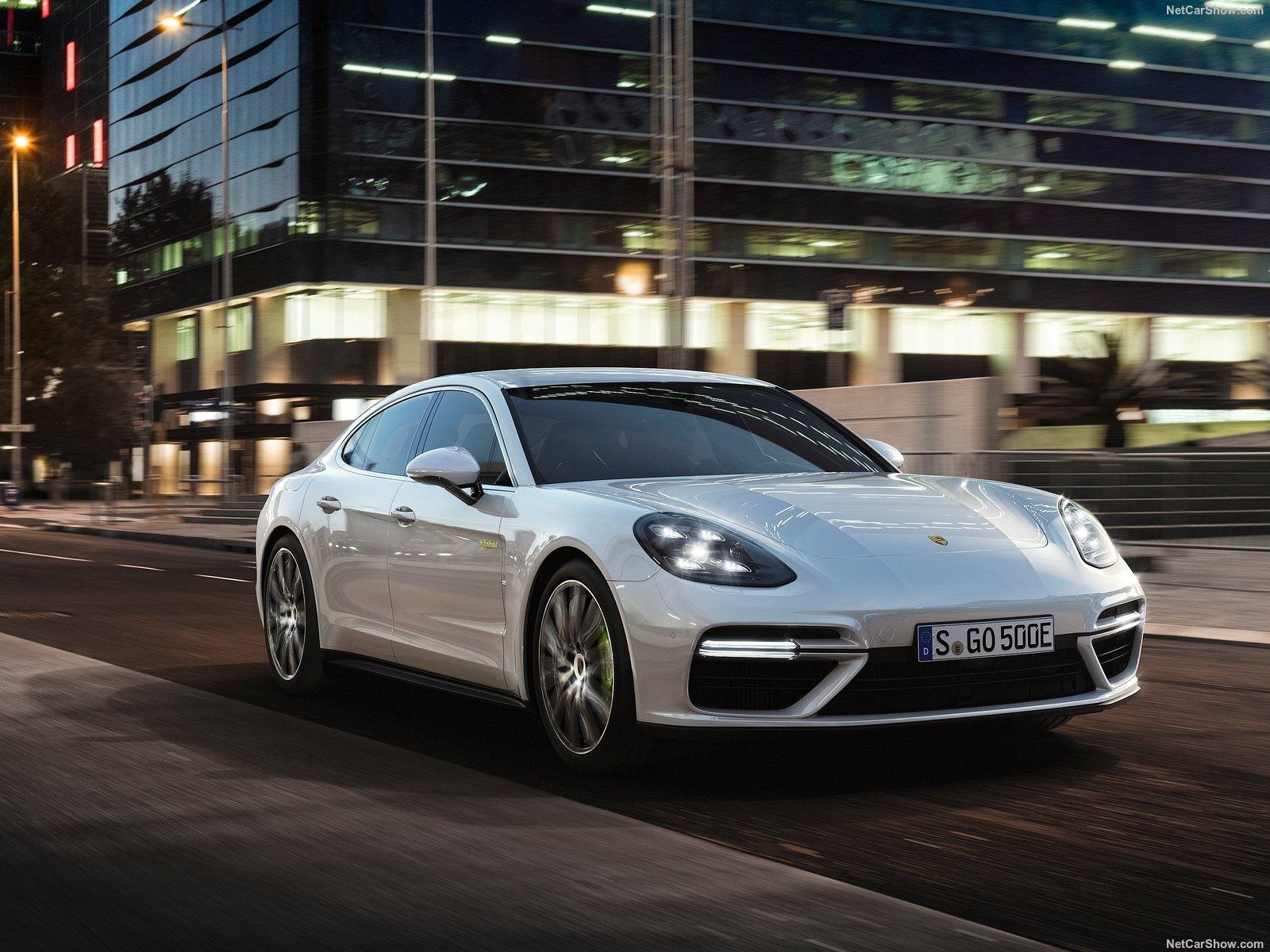 Porsche-Panamera_Turbo_S_E-Hybrid-2018-1600-01
