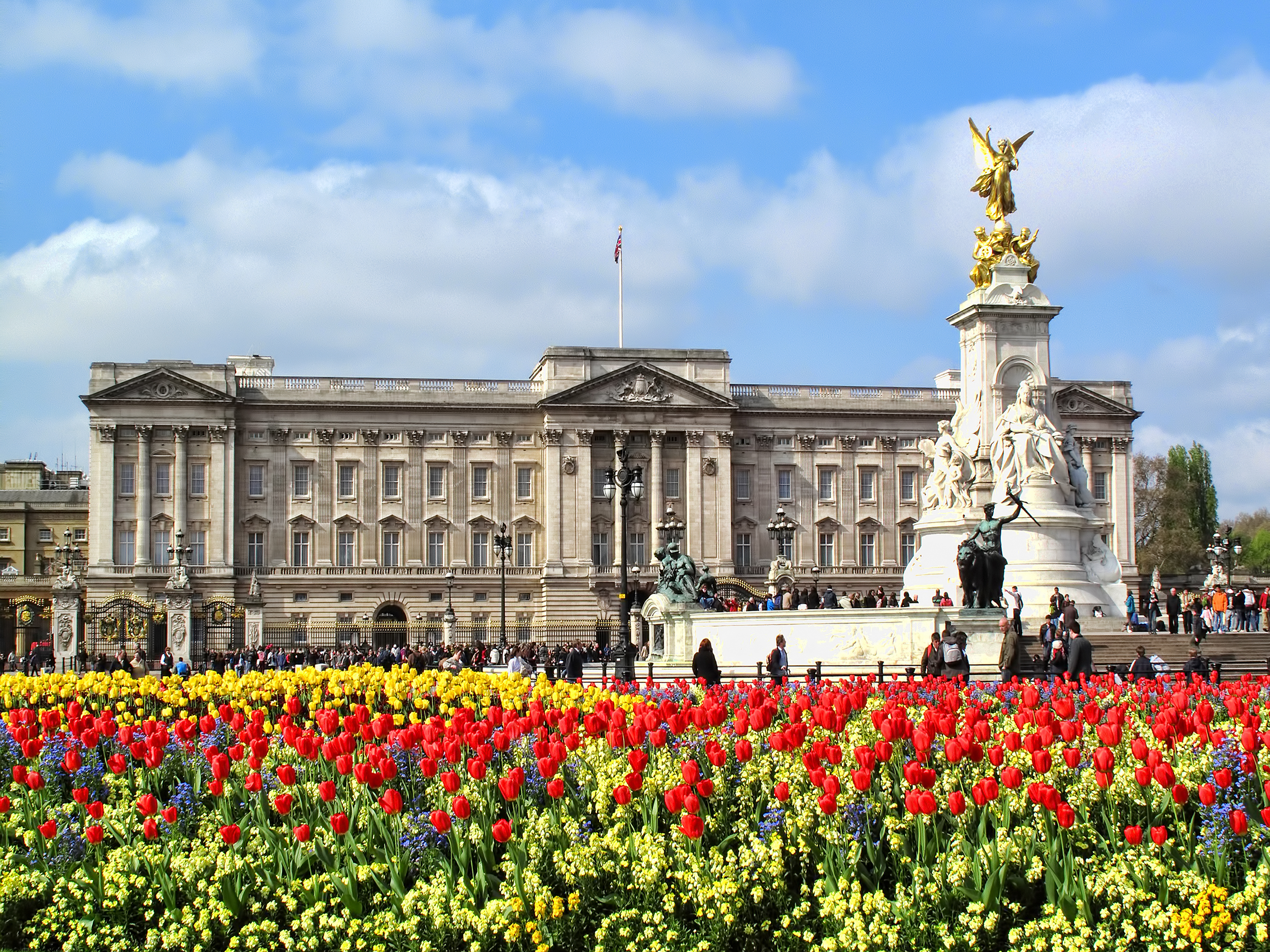 London, UK, April 19, 2009 : Buckingham Palace at the end of The Mall is one of the countries most populat tourist attraction