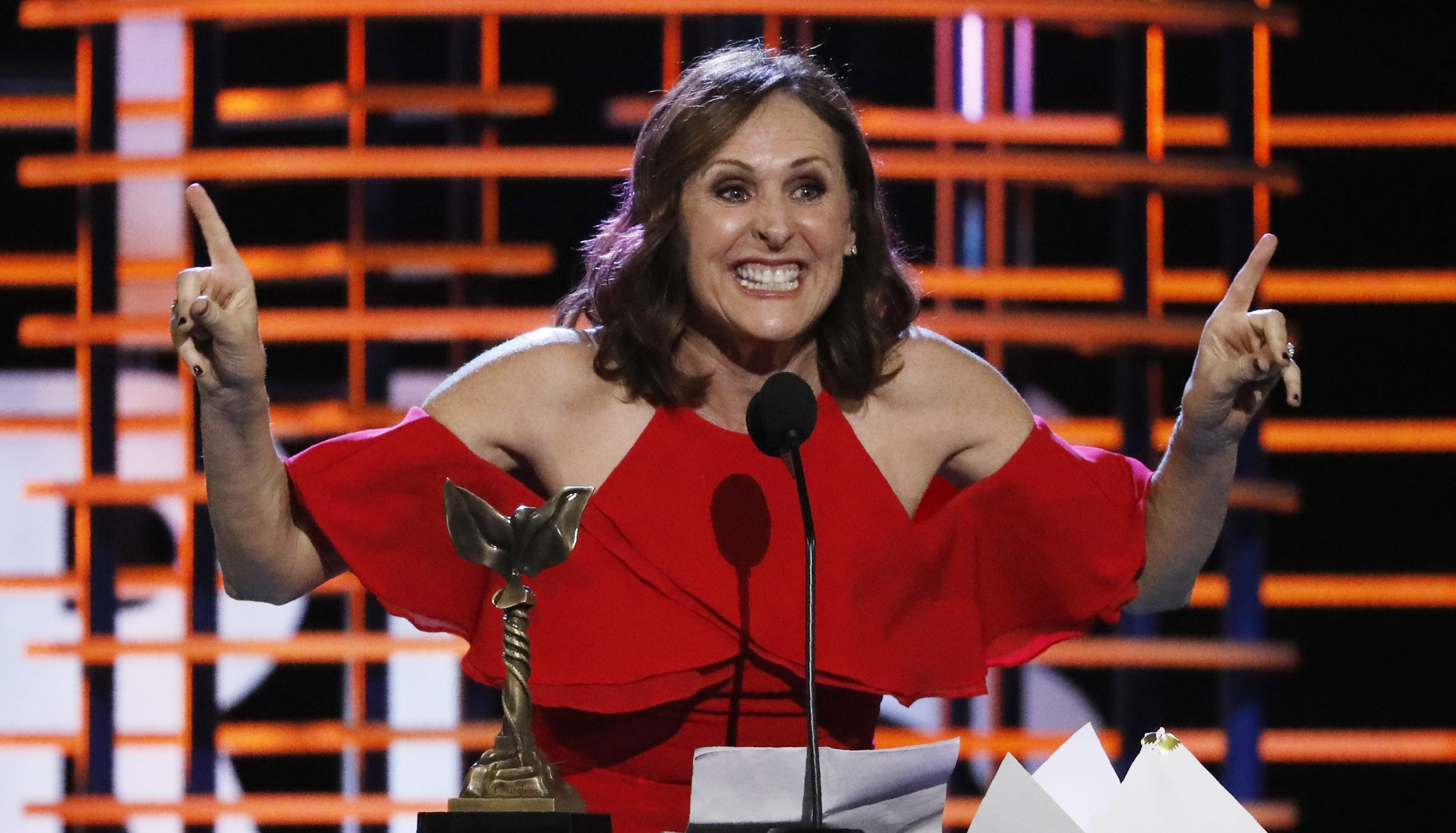 Molly Shannon accepts her award for Best Supporting Female for
