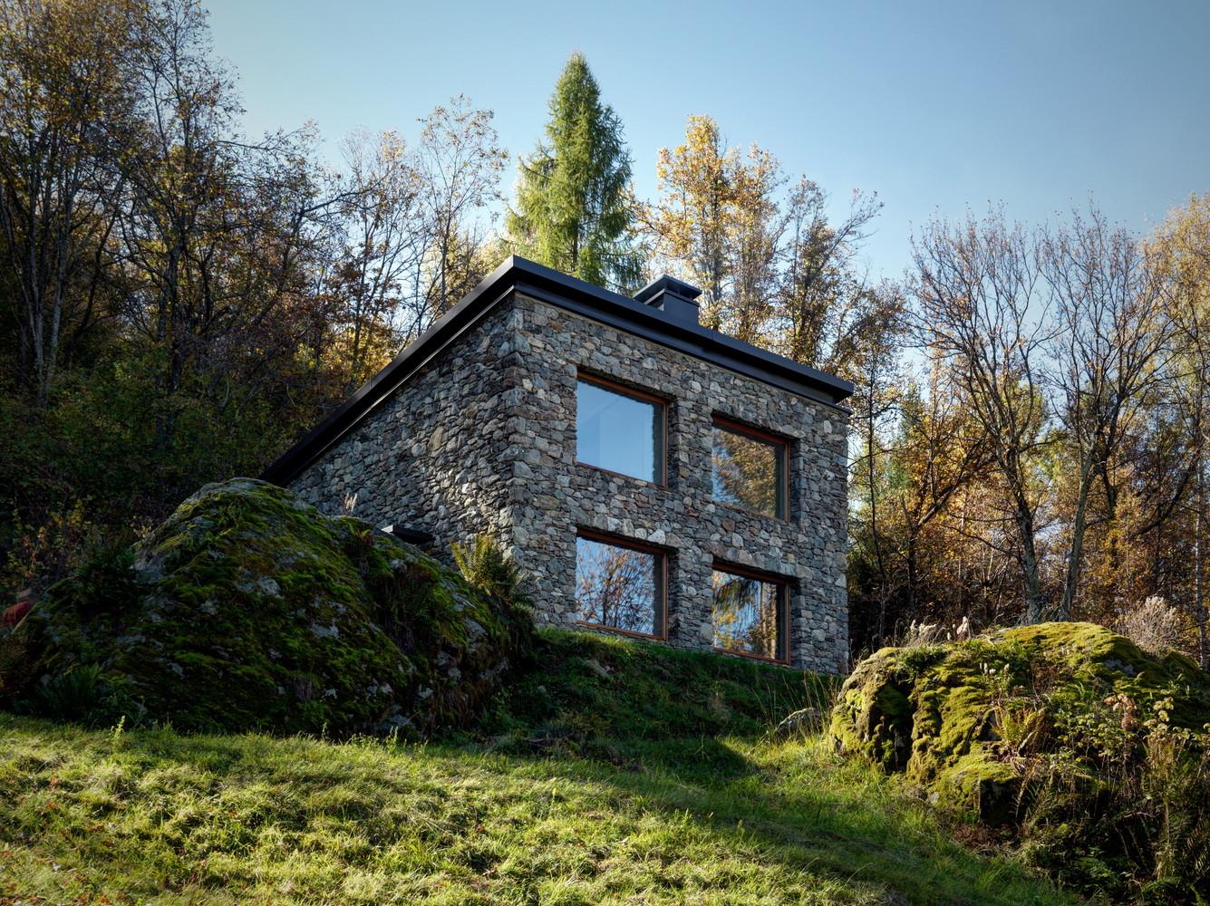 100317-kamena kućica