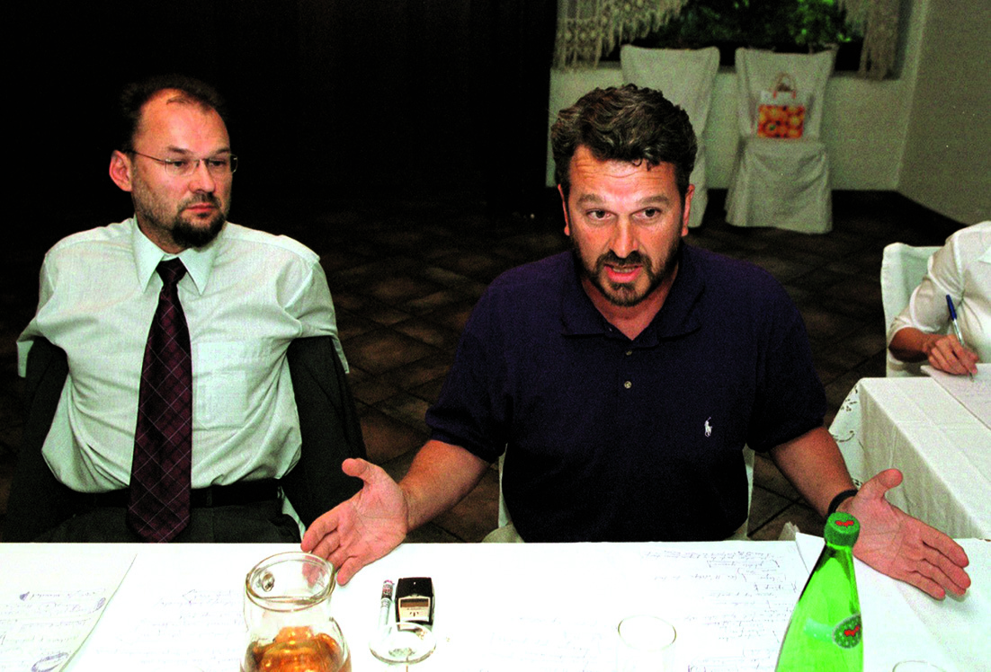slovenija, 210802 restoran kalin, okrugli stol o piranskom zaljevu i granicama, jelko kacin i josko paro foto jurica galoic -desk-