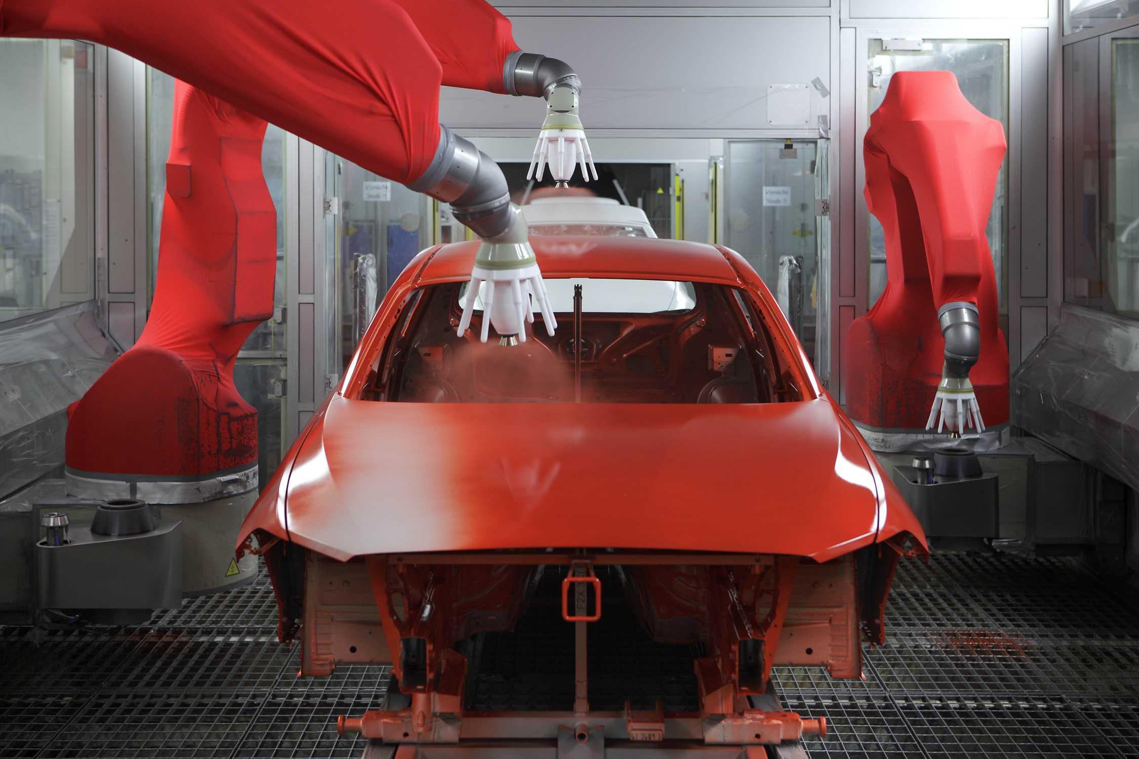 P90078756-bmw-plant-regensburg-production-bmw-1-series-paint-shop-2250px