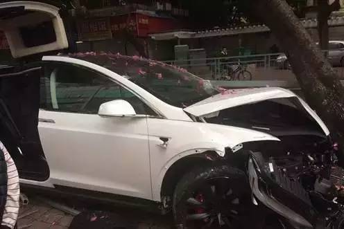 tesla-model-x-crash-china-2