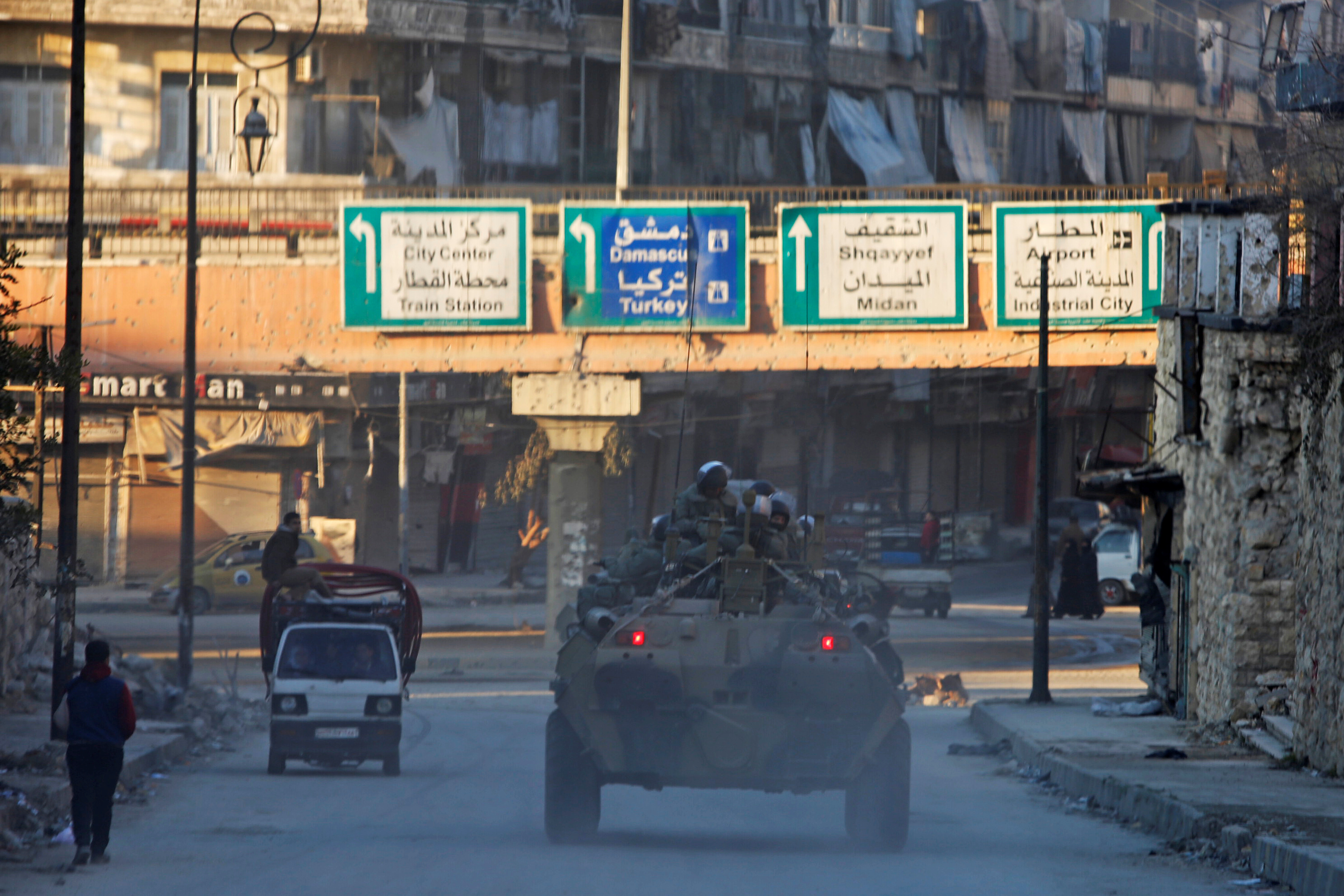 Russian soldiers, on armoured vehicles, patrol a street in Aleppo, Syria February 2, 2017. REUTERS/Omar Sanadiki - RTX2ZEET
