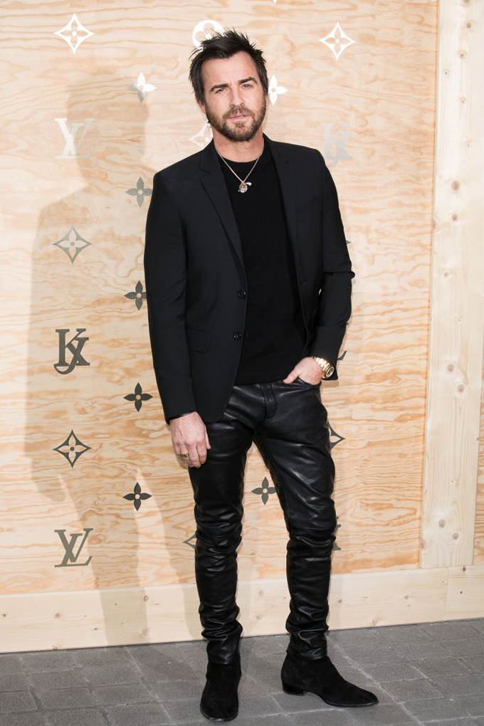 PARIS, FRANCE - APRIL 11:  Actor Justin Theroux attends the 'Louis Vuitton Masters: a collaboration with Jeff Koons' dinner at Musee du Louvre on April 11, 2017 in Paris, France.  (Photo by Marc Piasecki/WireImage)