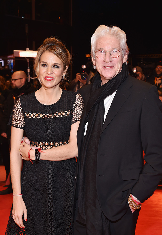 BERLIN, GERMANY - FEBRUARY 10:  Actor Richard Gere and girlfriend Alejandra Silva attend the 'The Dinner' premiere during the 67th Berlinale International Film Festival Berlin at Berlinale Palace on February 10, 2017 in Berlin, Germany.  (Photo by Pascal Le Segretain/Getty Images)
