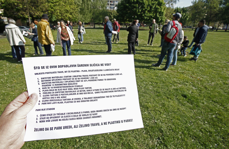 Zagreb, 240417. Prosvjednici su se okupili u parku Trnjanska Savica da sprijece daljnje radove. Na fotografiji: prosvjed Foto: Zeljko Puhovski / CROPIX