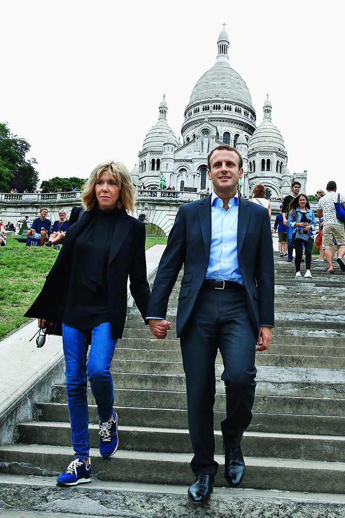 Former Economy Minister Emmanuel Macron and his wife Brigitte Trogneux play tourist in the Montmartre borough of Paris, France, Sunday September 4, 2016. After a lunch at La Cave Des Abesses wine bar, the pair took a walk like ordinary tourists, greeting passers-by., Image: 298895206, License: Rights-managed, Restrictions: , Model Release: no, Credit line: Profimedia, Abaca