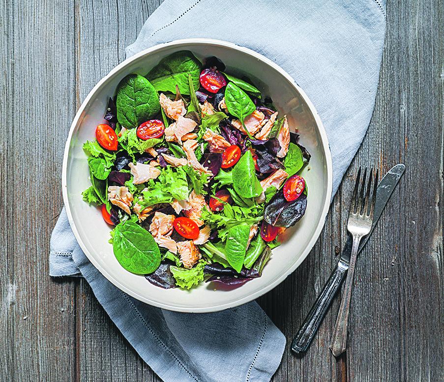 salata-od-lososa-i-mladog-spinata