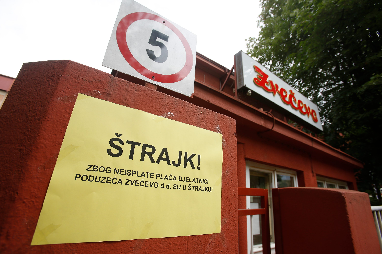 Pozega, 150517. Nezavisni sindikat Zvecevo organizirao je strajk uz potporu velikog broja radnika. Razlog je neislata placa jednom dijelu radnika za mjesec ozujak. Na fotografiji : tvrtka Zvecevo. Foto: Danijel Soldo / CROPIX