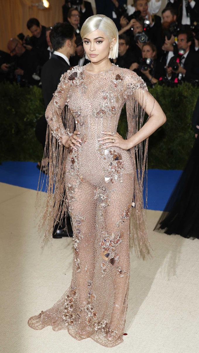 Metropolitan Museum of Art Costume Institute Gala - Rei Kawakubo/Comme des Garcons: Art of the In-Between - Arrivals - New York City, U.S. - 01/05/17 - Kylie Jenner. REUTERS/Brendan Mcdermid
