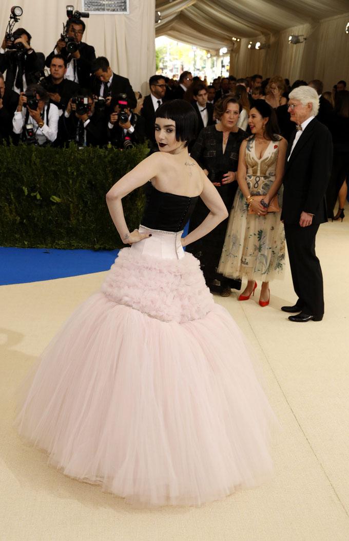 Metropolitan Museum of Art Costume Institute Gala - Rei Kawakubo/Comme des Garcons: Art of the In-Between - Arrivals - New York City, U.S. - 01/05/17 - Actress Lily Collins. REUTERS/Lucas Jackson