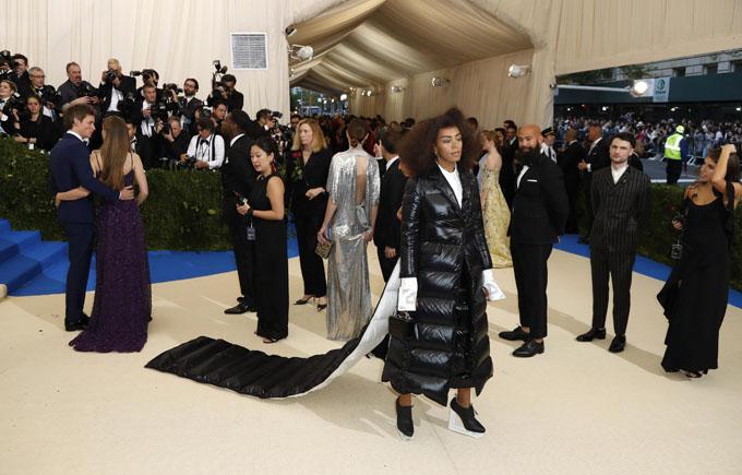 Metropolitan Museum of Art Costume Institute Gala - Rei Kawakubo/Comme des Garcons: Art of the In-Between - Arrivals - New York City, U.S. - 01/05/17 - Singer Solange Knowles. REUTERS/Lucas Jackson