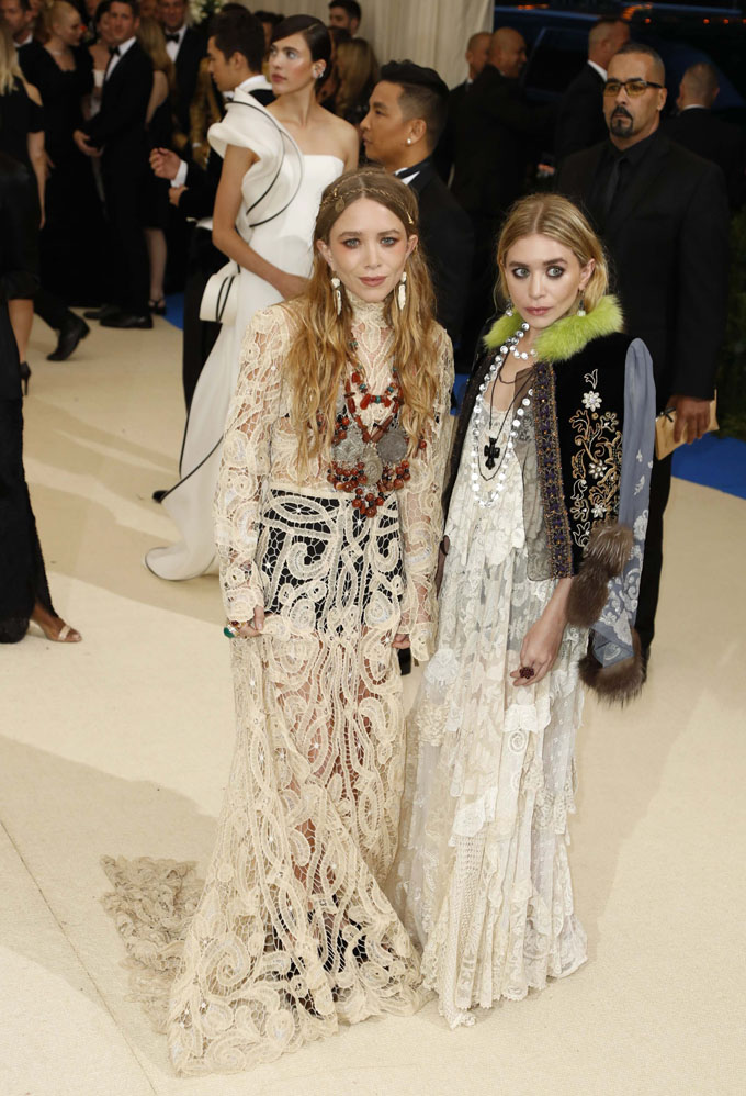 Metropolitan Museum of Art Costume Institute Gala - Rei Kawakubo/Comme des Garcons: Art of the In-Between - Arrivals - New York City, U.S. - 01/05/17 - Mary-Kate and Ashley Olsen. REUTERS/Lucas Jackson