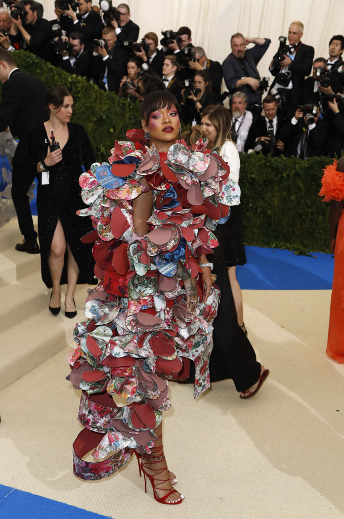 Metropolitan Museum of Art Costume Institute Gala - Rei Kawakubo/Comme des Garcons: Art of the In-Between - Arrivals - New York City, U.S. - 01/05/17 - Singer Rihanna. REUTERS/Lucas Jackson