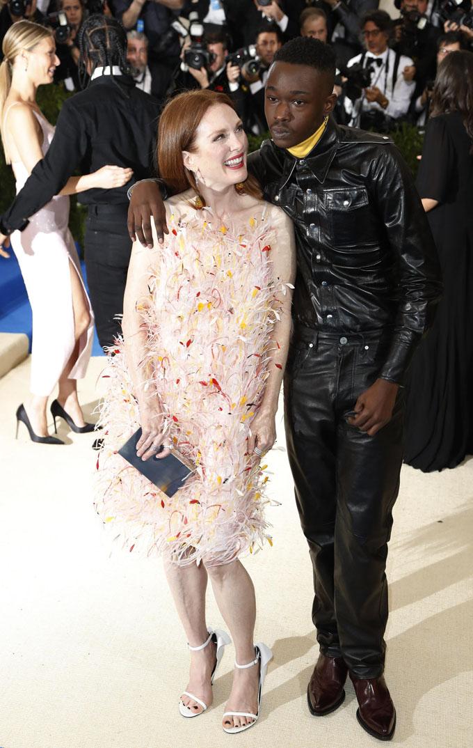 Metropolitan Museum of Art Costume Institute Gala - Rei Kawakubo/Comme des Garcons: Art of the In-Between - Arrivals - New York City, U.S. - 01/05/17 -  Shariff Earp and actress Julianne Moore. REUTERS/Lucas Jackson