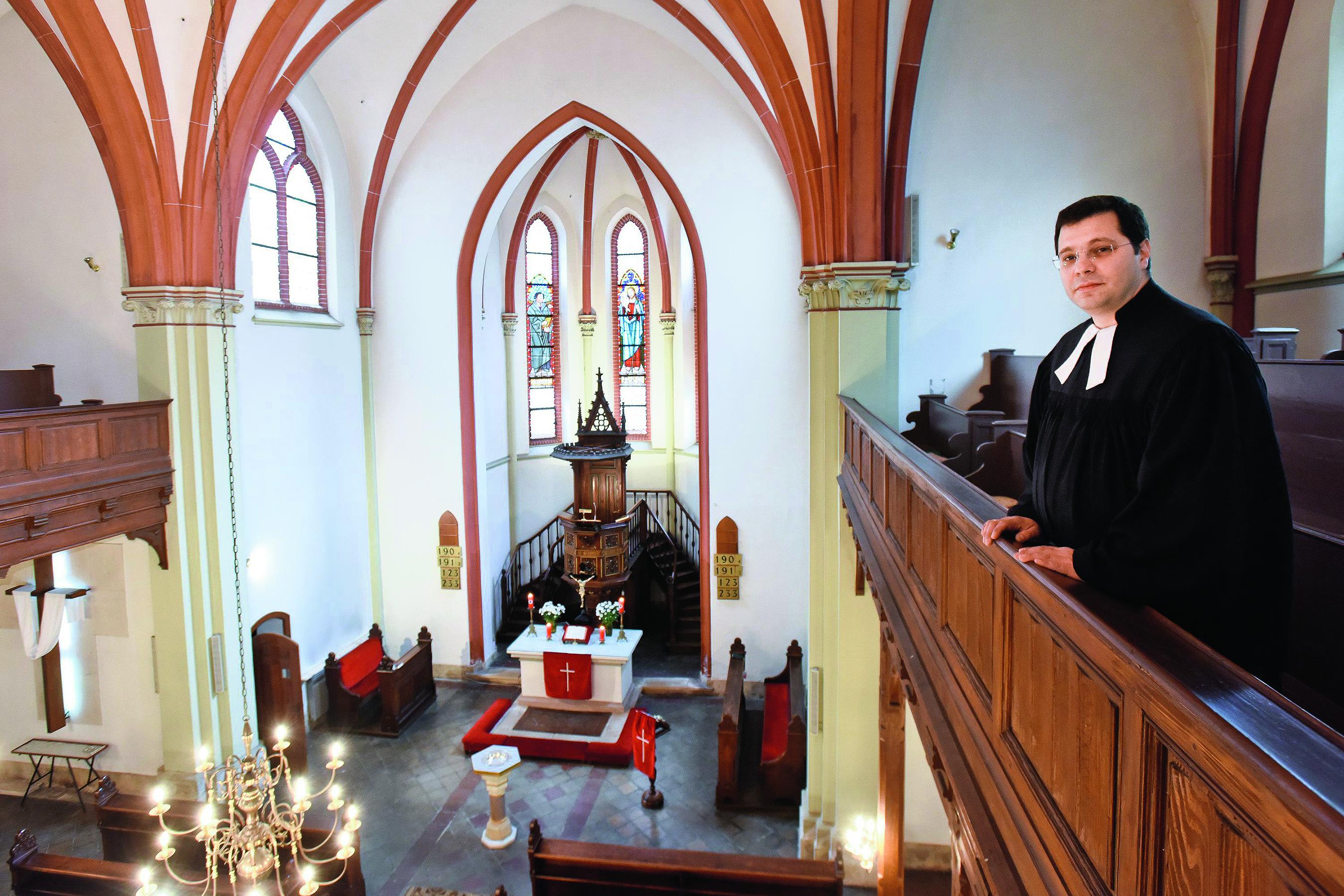 Na fotografiji: župnik Zagrebačke općine Evangeličke crkve u RH Moran Rajković