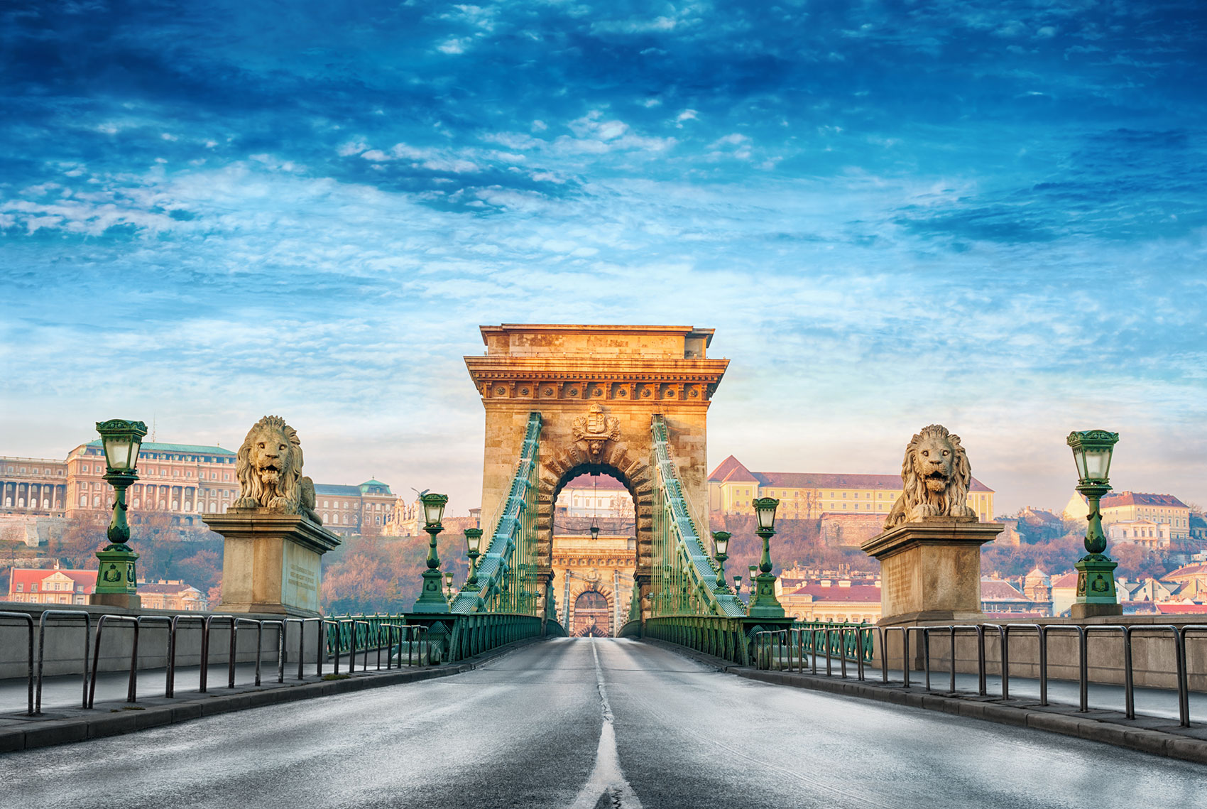 cover_Szechenyi-Chain-Bridge-Budapest-Hungary_iStock-490305484