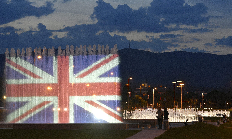 Zagrebačke fontane osvjetljene bojama britanske zastave u spomen žrtvama terorizma u Manchesteru