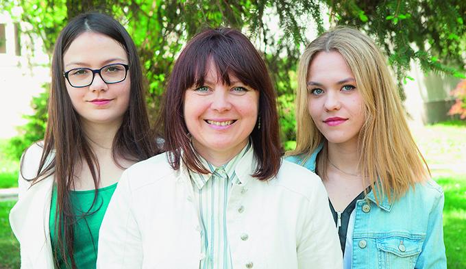 Cakovec Ekonomska i trgovacka skola 24042017 Lucija Marković i Eva Perčić sa profesoricom Zeljkom Foto Mario Kucera