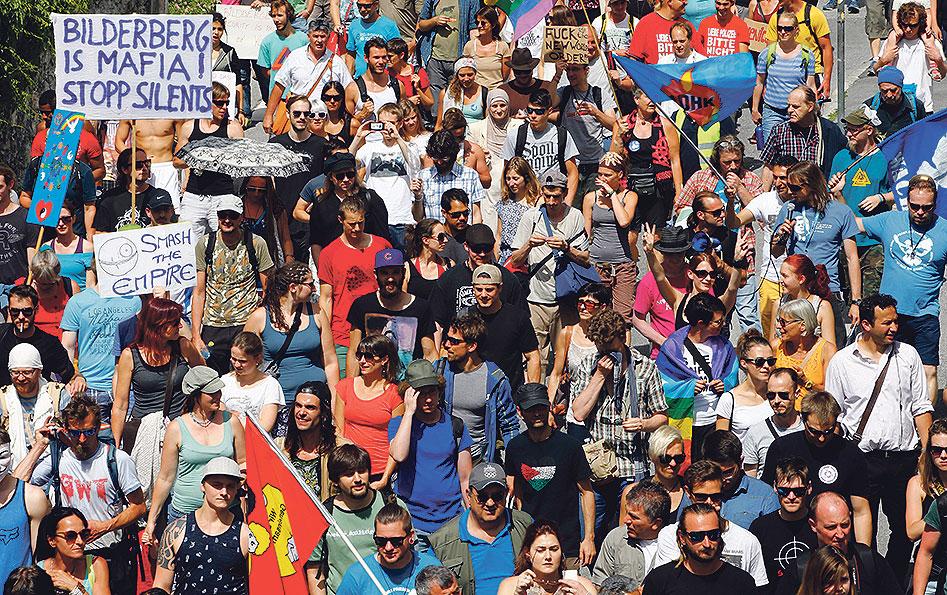 Sva su okupljanja skupine proteklih godina bila praćena velikim prosvjedima, no ove su godine sudionici na izdvojenome mjestu