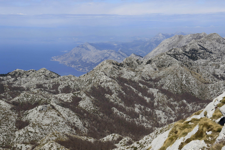 Makarska, 180417.  Planina Biokovo, druga po visini u RH, na cijem je vrhu Sveti Jure(1762m) cilj druge etape biciklisticke utrke Tour of Croatia 2017(ukoliko to dozvole vremenske prilike).  Na fotografiji : Planina Biokovo . Foto: Ivo Ravlic / CROPIX