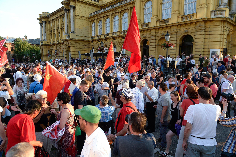 Prosvjed pobornika sadašnjeg naziva trga, arhiva