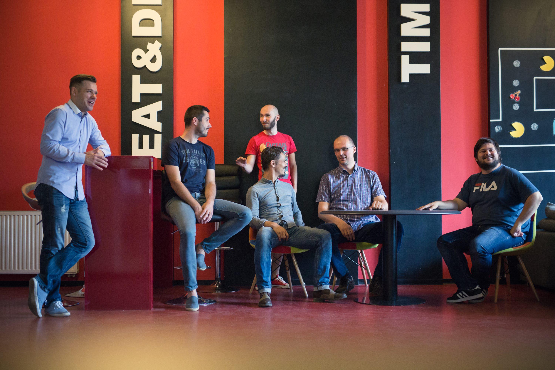 Predstavnici Osijek Software City: Želimir Gusak iz tvrtke Inchoo, Matija Kopić, vlasnik tvrtke Gideon Brothers, Bela Ikotić, glavni tajnik Osijek software city Osijek i voditelj tehničkog odjela u BIOS-u, Igor Plac iz tvrtke Prototyp, Denis Sušac,vlasnik tvrtke Mono Software i Boris Raus, vlasnik tvrtke Bamboo Lab