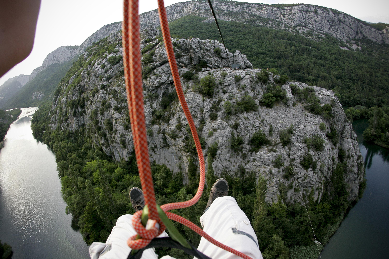 Split, 220613. Adrenalinski park Zipline Omis nova je turisticka atrakcija u kanjonu Cetine. Klizeci niz sajlu pruza se prekrasan pogled na Cetinu i brda oko nje. Na fotografiji: Pogled na Cetinu. Foto : Jakov Prkic / Cropix