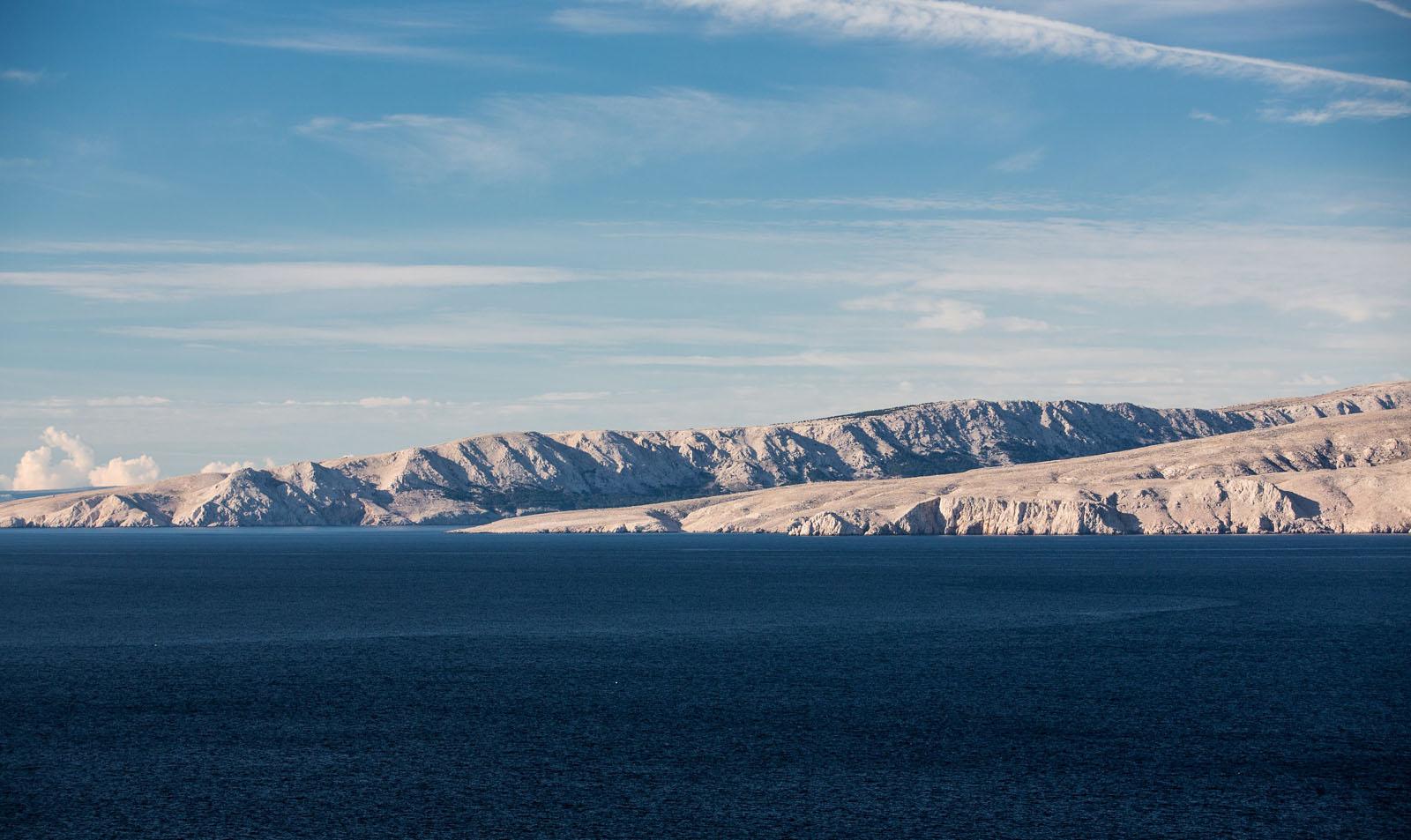 Velebit, 231114.   Susret hladnog zraka s kontinenta i vedrog vremena na moru ovih su dana cesta pojava u podrucju Sjevernog Velebita.   Foto: Ivan Lackovic / Cropix