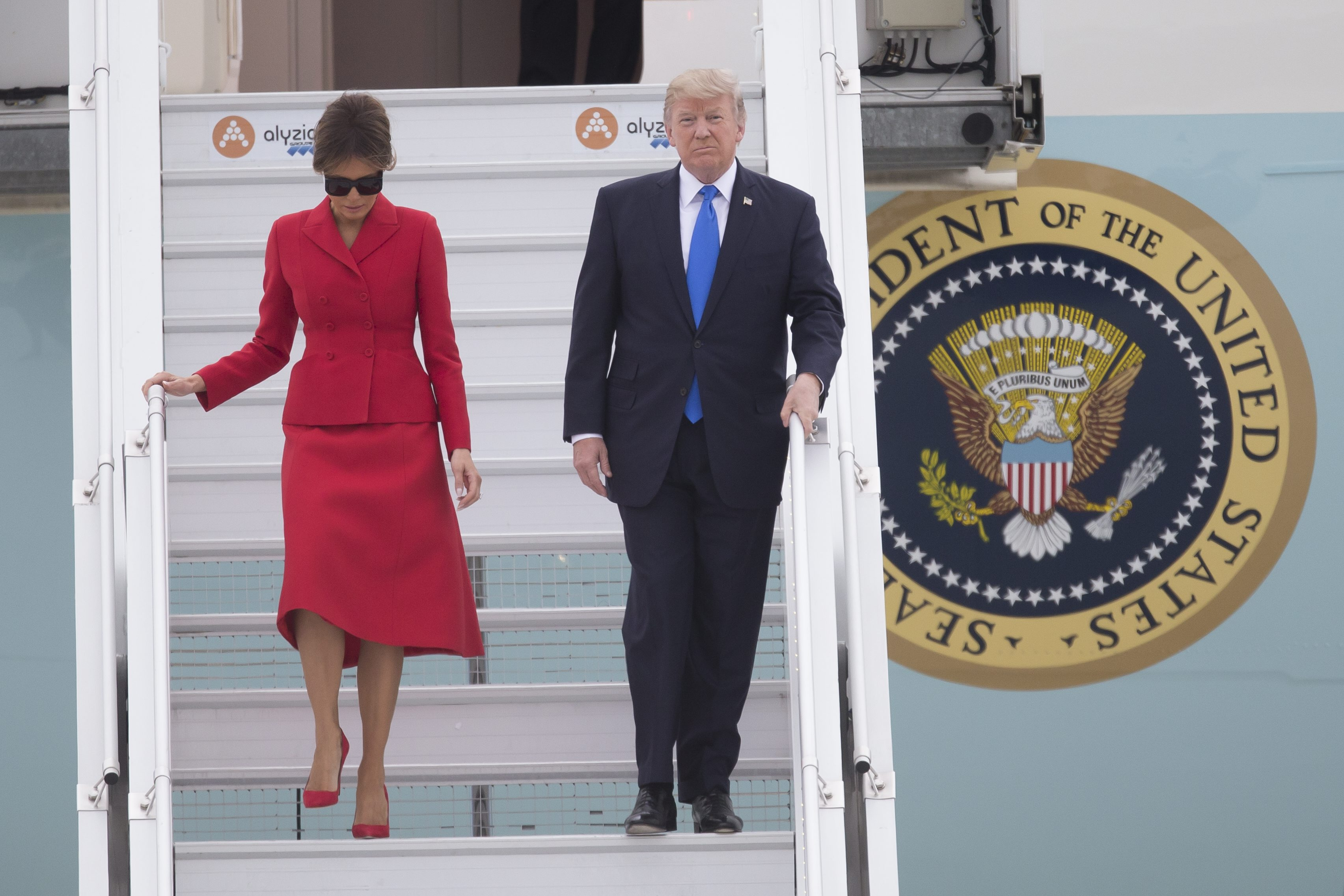 - Le president des Etat-Unis Donald Trump accompagne de sa femme Melania Trump descendent du Air Force One  a l'aeroport d'Orly. Paris, 13 juillet 2017 -   US President Donald Trump arrived in Paris on Thursday for a 24-hour visit. During a lightning visit full of pomp and ceremony, Trump will be the guest of honour at France's Bastille Day festivities after a trip to Napoleon's tomb and a Michelin-starred dinner at the Eiffel Tower. Here with his wife Melania, Image: 341677450, License: Rights-managed, Restrictions: , Model Release: no, Credit line: Profimedia, MAXPPP