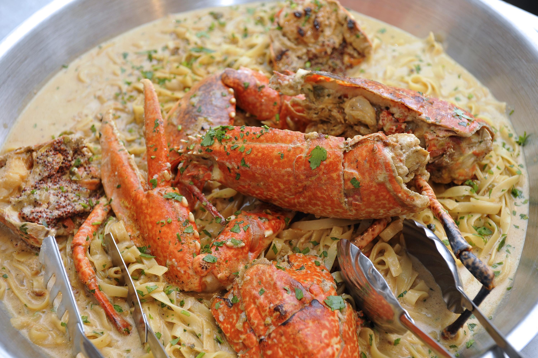 Komiza, 230712. Restoran Jastozera ima dugu tradiciju pripremanja jela od jastoga.Na slici jelo pripremljeno u restoranu.Hlap na crveno.Recept je isti za hlapa ili jastoga zavisno od ulova. Na fotografiji: hlap na bijelo. Foto: Nikola Vilic / CROPIX