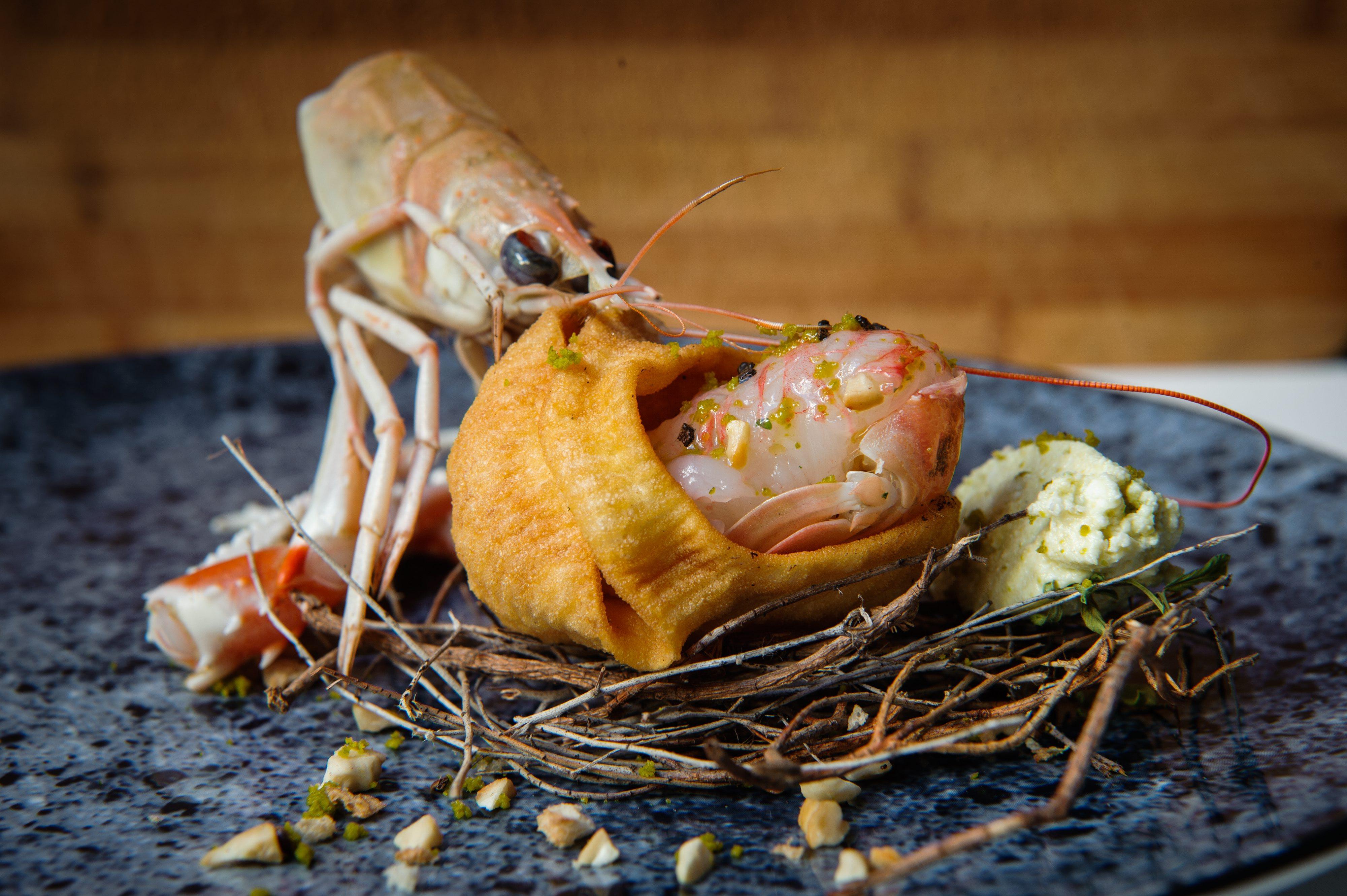 Split, 260617. Chef Braco Sanjin, pripremio je dva jela od skampa u restoranu O'Zlata . Na fotografiji: marinirani skamp u vaniliji s paskom kozjom skutom Foto: Tom Dubravec / CROPIX