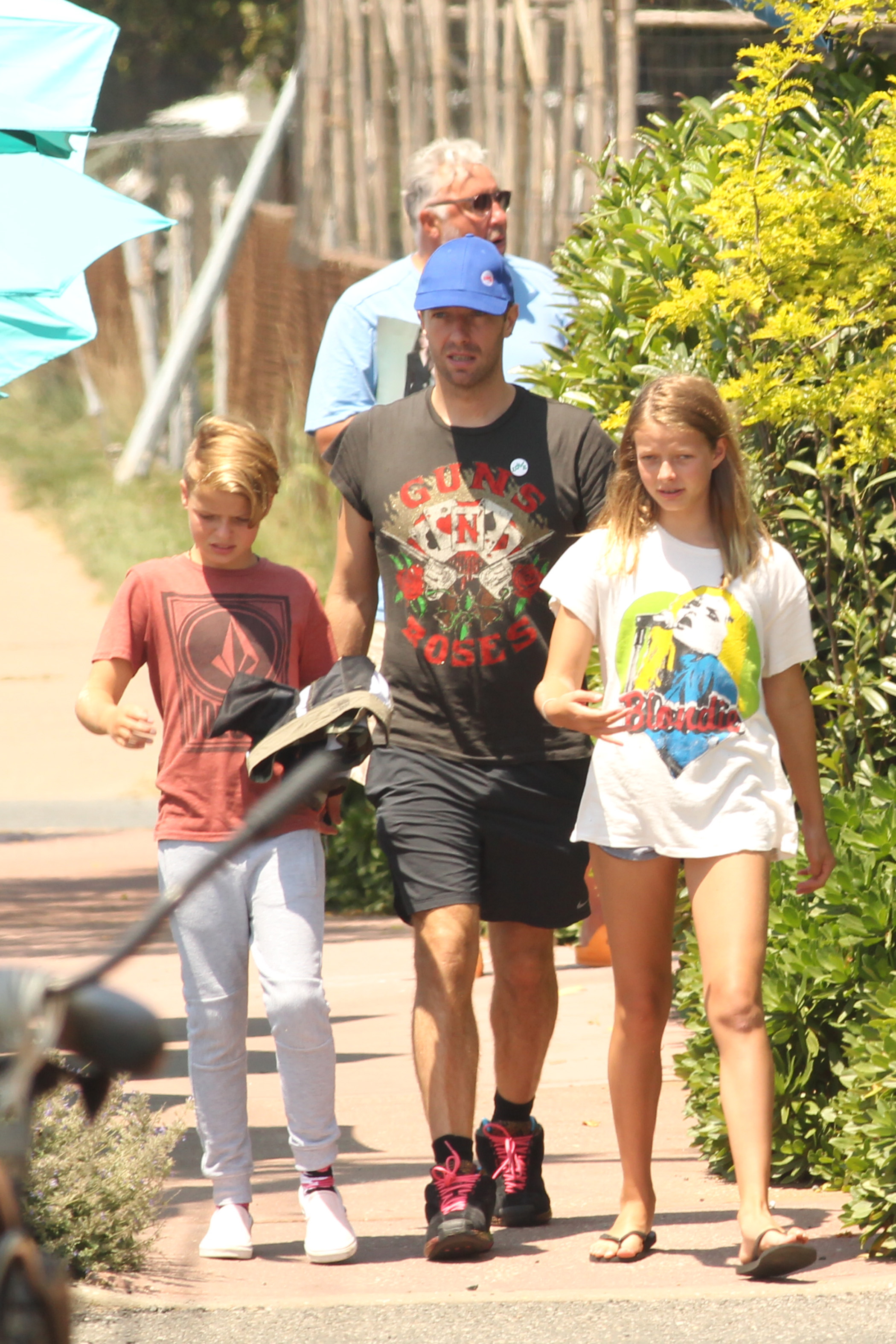 Exclusive, Montauk, NY - 7/20/2017 - Chris Martin seen out with his kids Apple and Moses  -PICTURED: Chris Martin, Apple Martin, Moses Martin -, Image: 342614383, License: Rights-managed, Restrictions: Exclusive, Model Release: no, Credit line: Profimedia, INSTAR Images